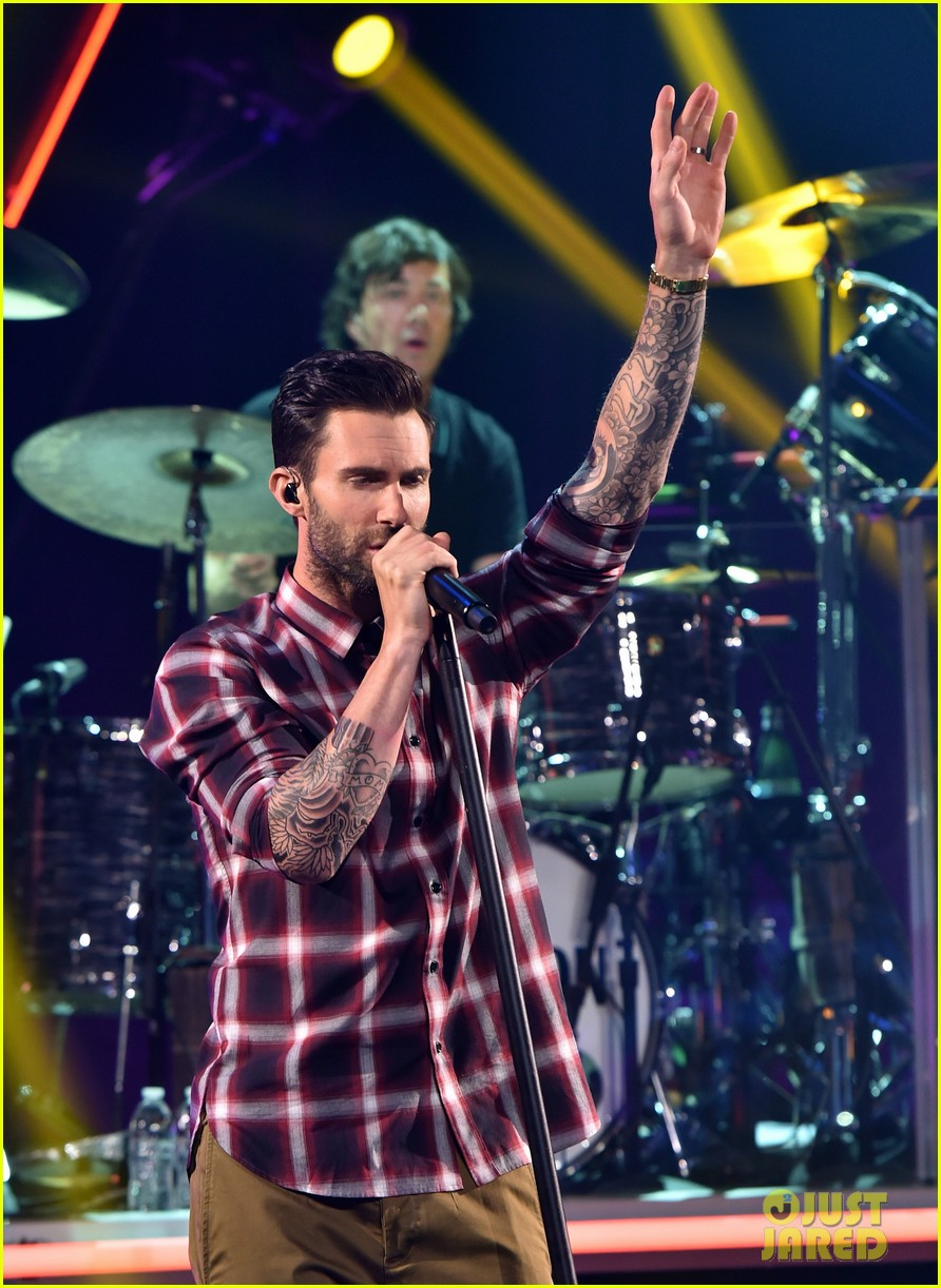 adam levine celebrates maroon 5 new album v 023184530
