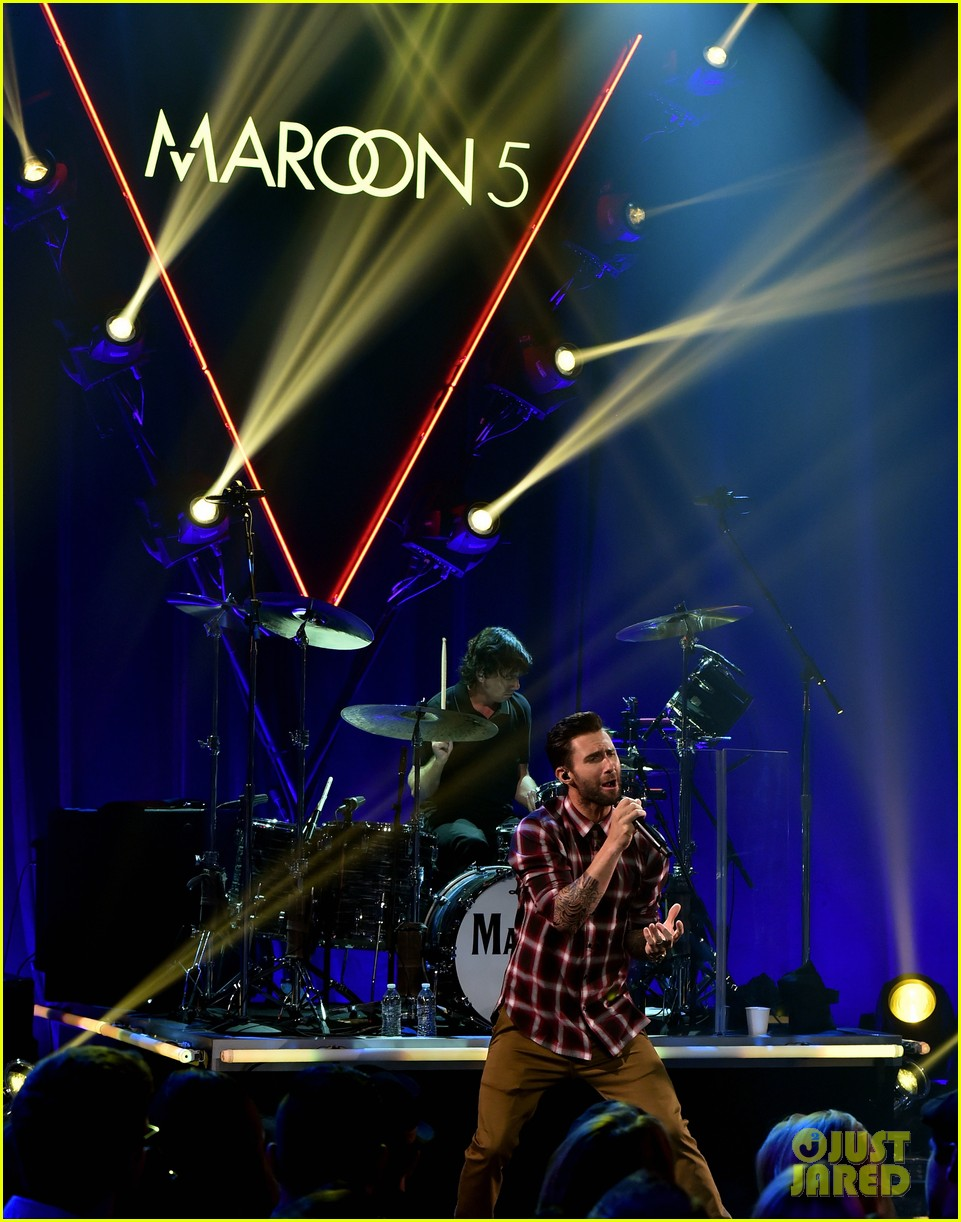 adam levine celebrates maroon 5 new album v 05