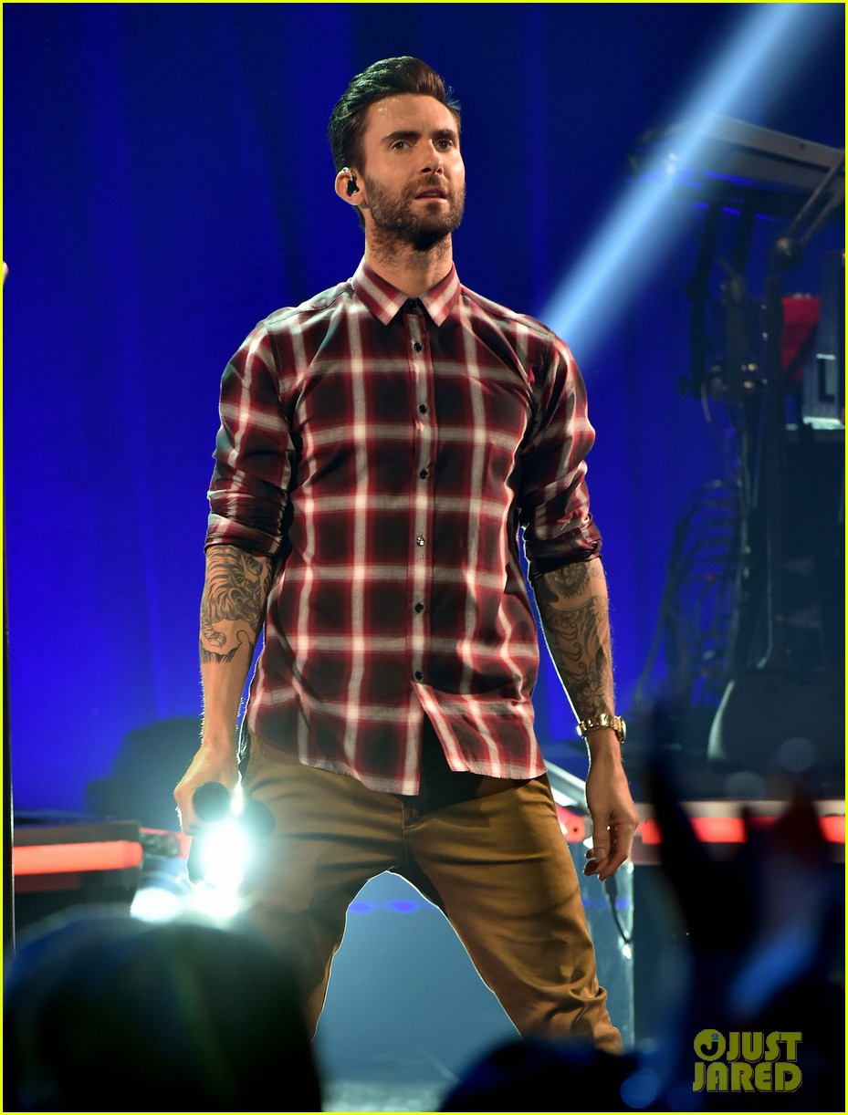 adam levine celebrates maroon 5 new album v 073184535