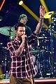 adam levine celebrates maroon 5 new album v 02