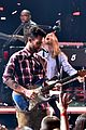 adam levine celebrates maroon 5 new album v 08