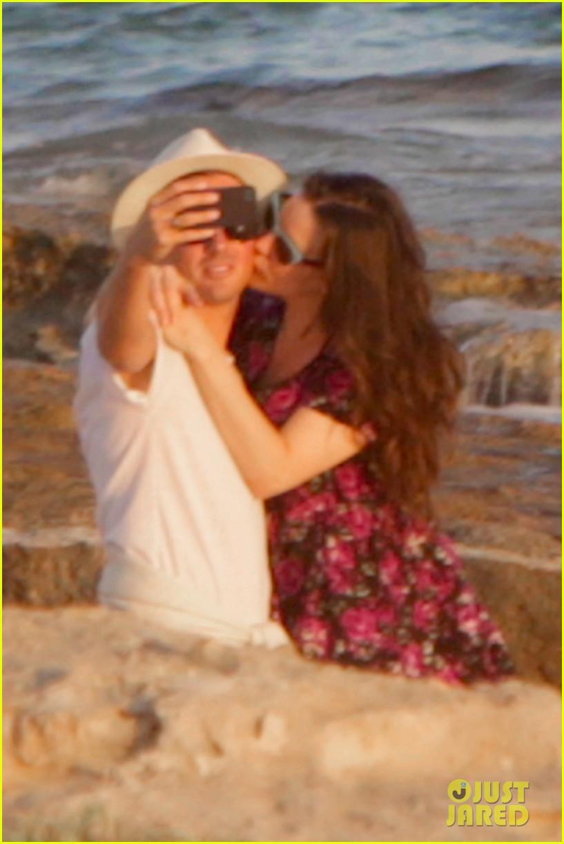 liv tyler kisses new boyfriend dave gardner 083184769