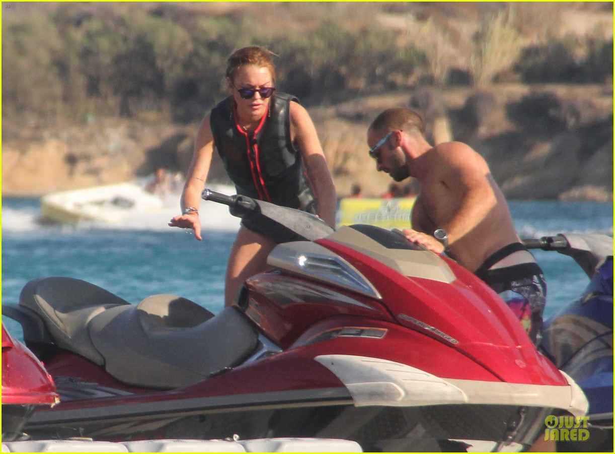 lindsay lohan strips down to bikini during mykonos vacation 083170487