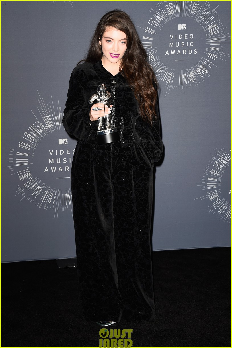 lorde royals win best rock video mtv vmas 05