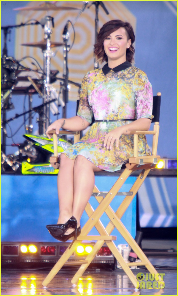 Demi Lovato Tour News: Rapper Becky G Joins!: Photo 3176874 | Demi Lovato Pictures | Just Jared