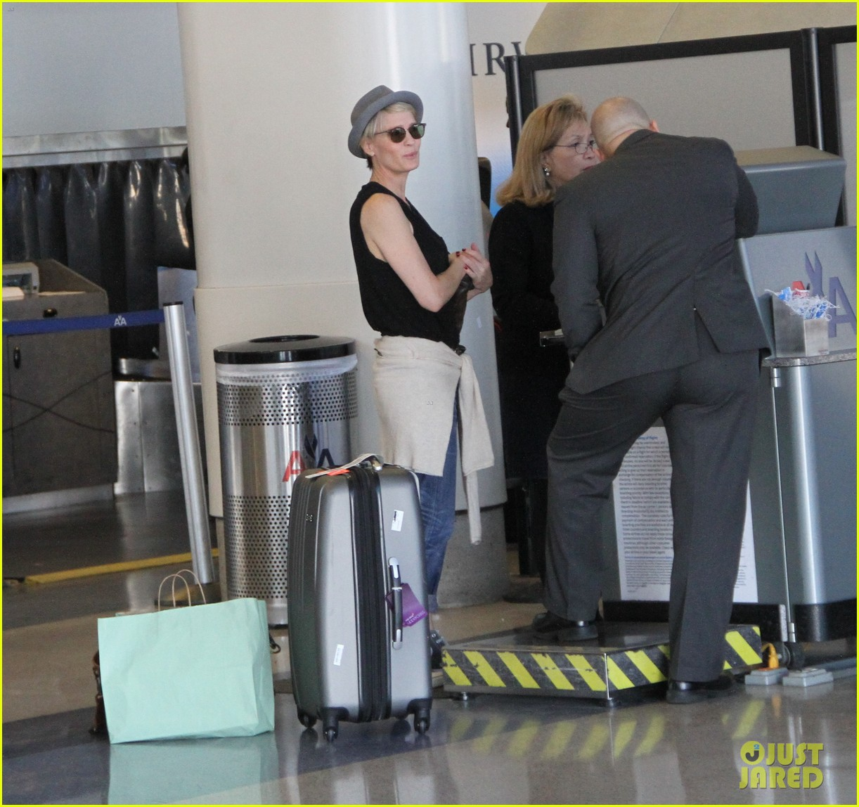 kate mara robin wright fly out of los angeles 023185185