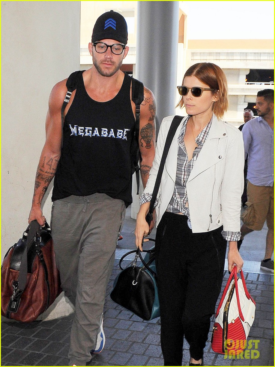 kate mara robin wright fly out of los angeles 103185193