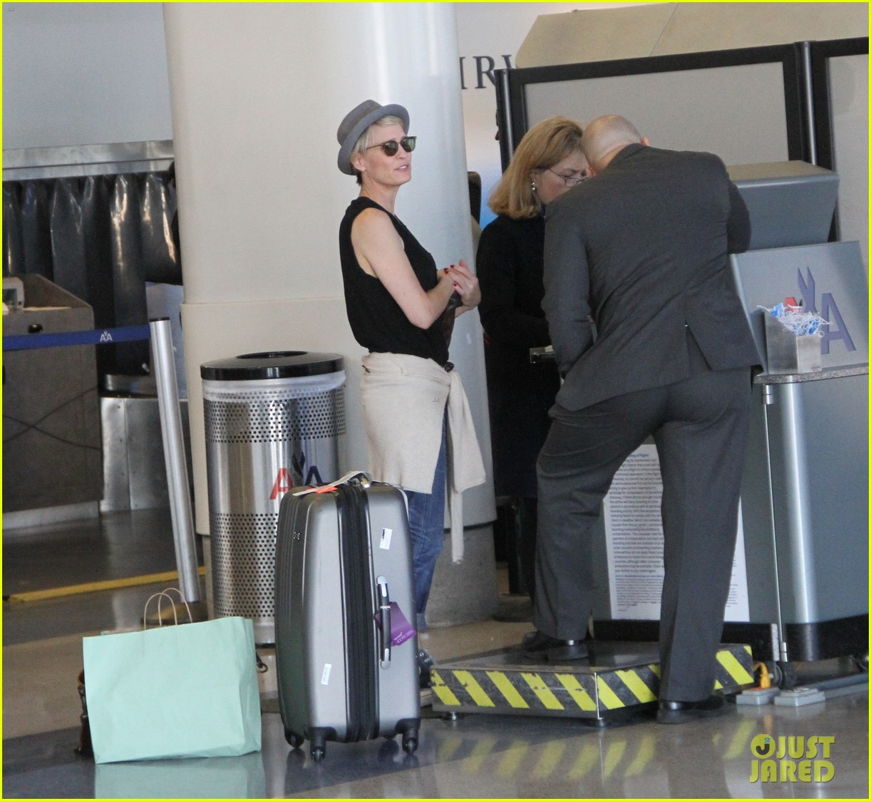 kate mara robin wright fly out of los angeles 143185197