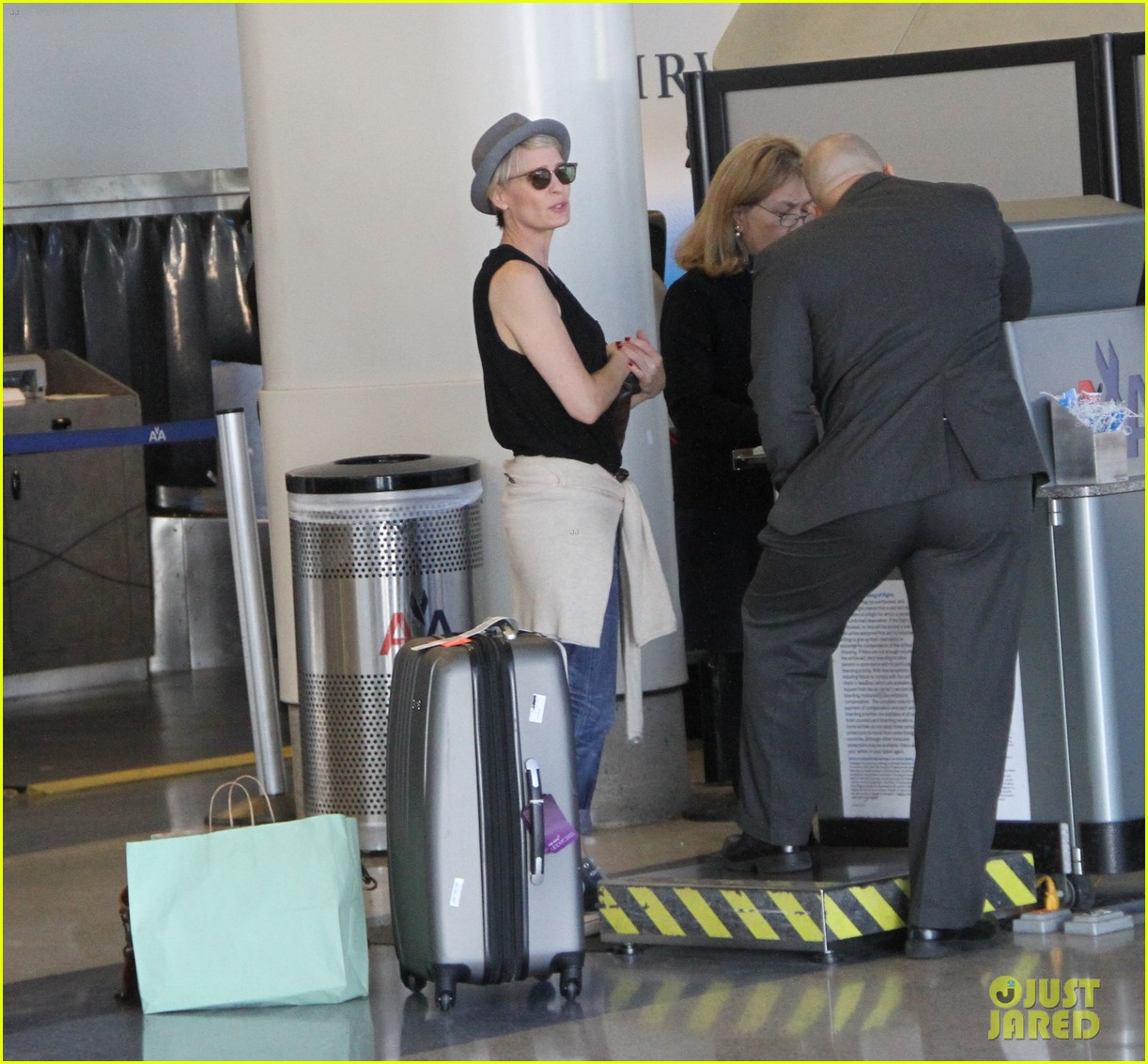 kate mara robin wright fly out of los angeles 153185198