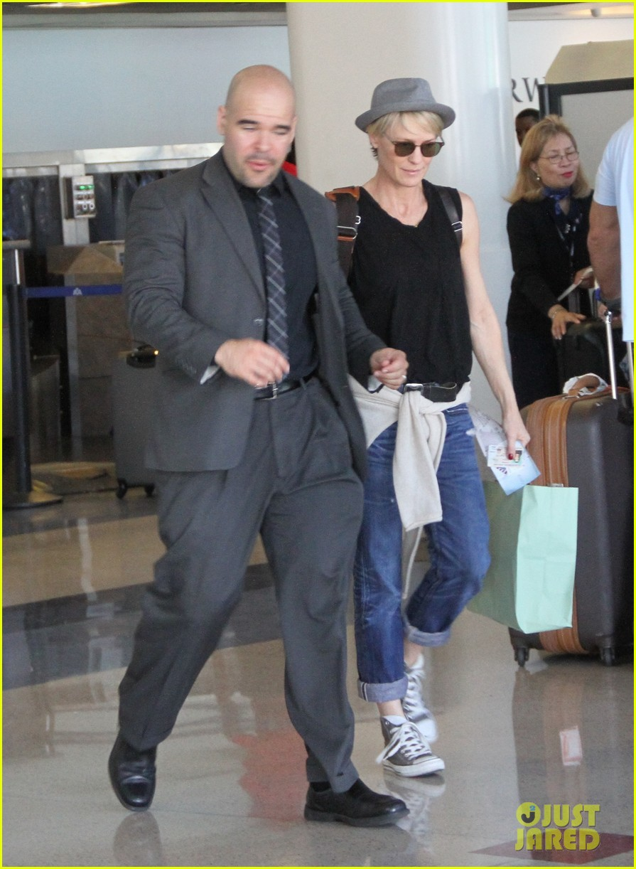 kate mara robin wright fly out of los angeles 183185201