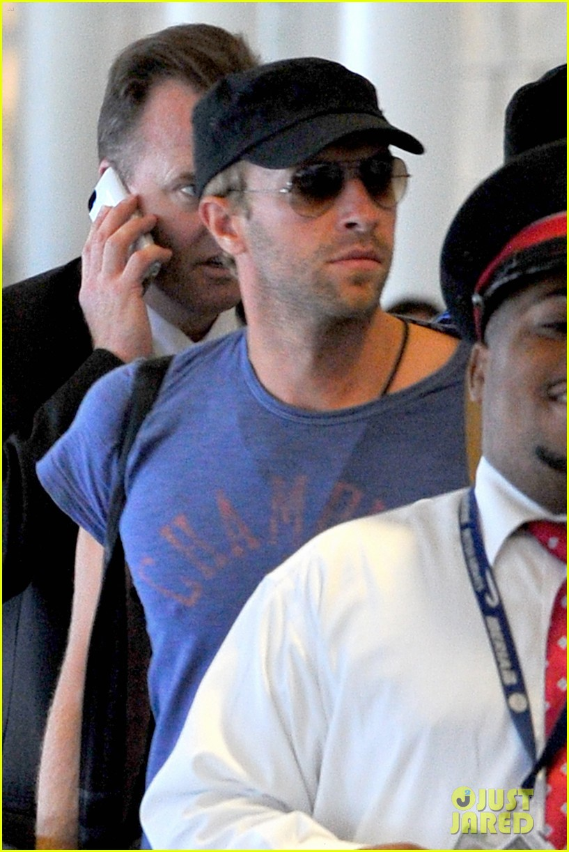 chris martin lands in nyc after vineyard date with jennifer lawrence 023180872