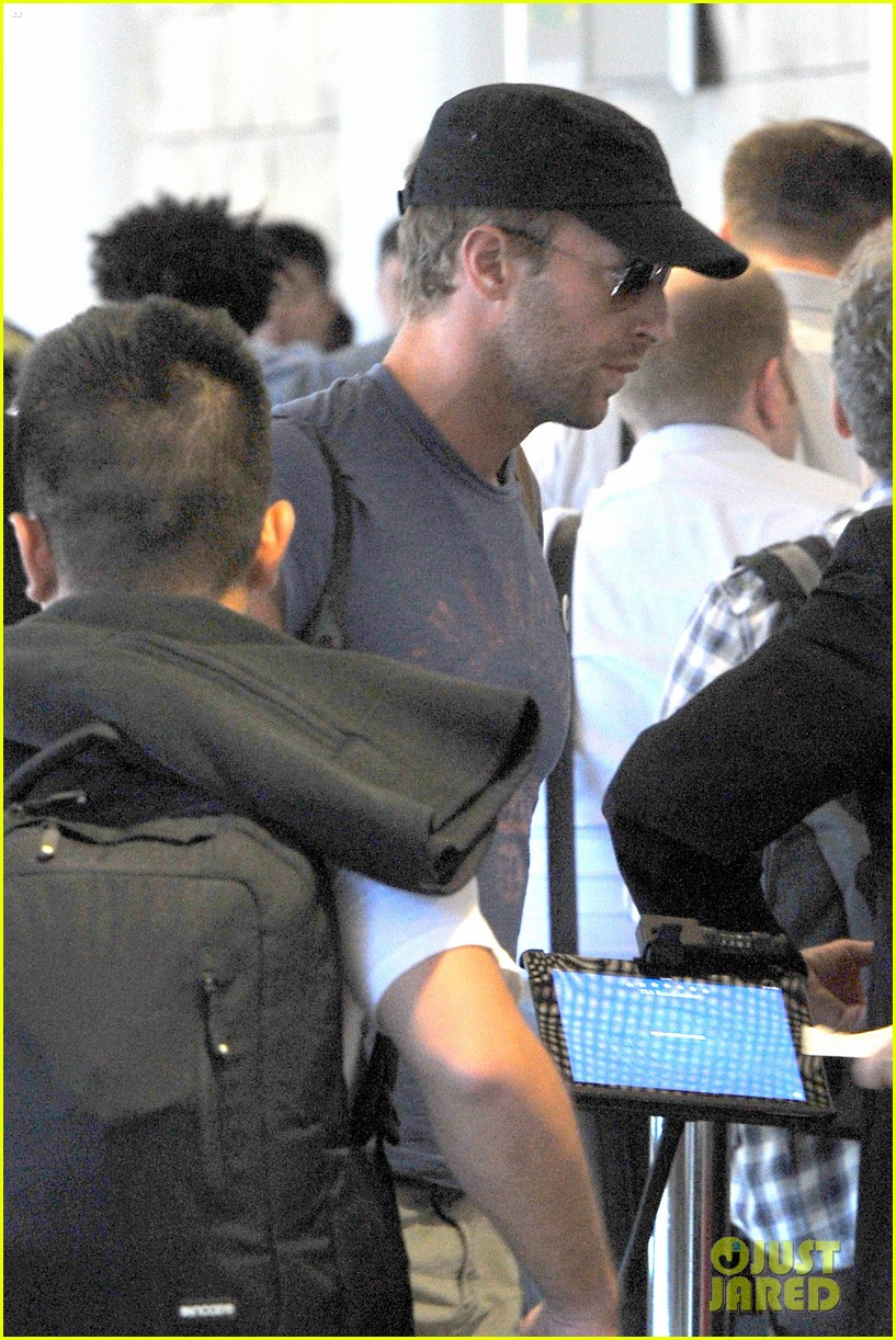 chris martin lands in nyc after vineyard date with jennifer lawrence 033180873