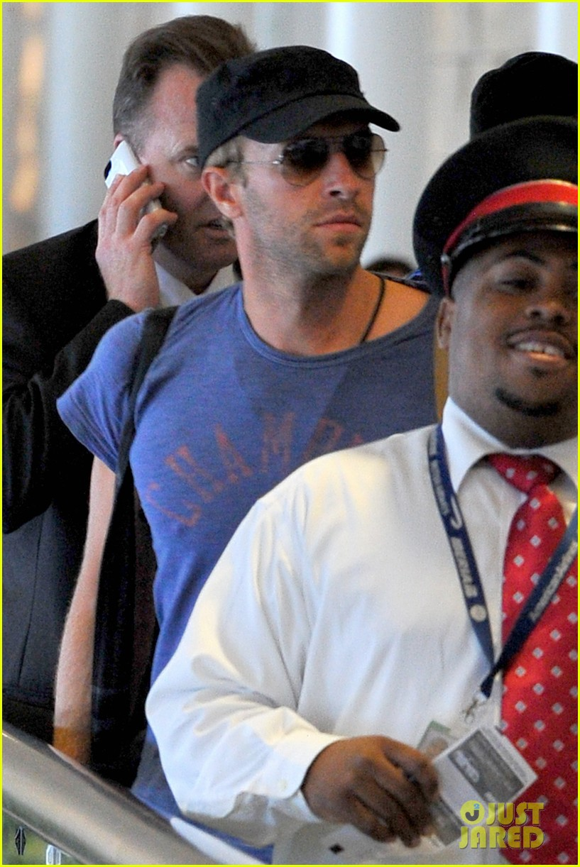 chris martin lands in nyc after vineyard date with jennifer lawrence 083180878