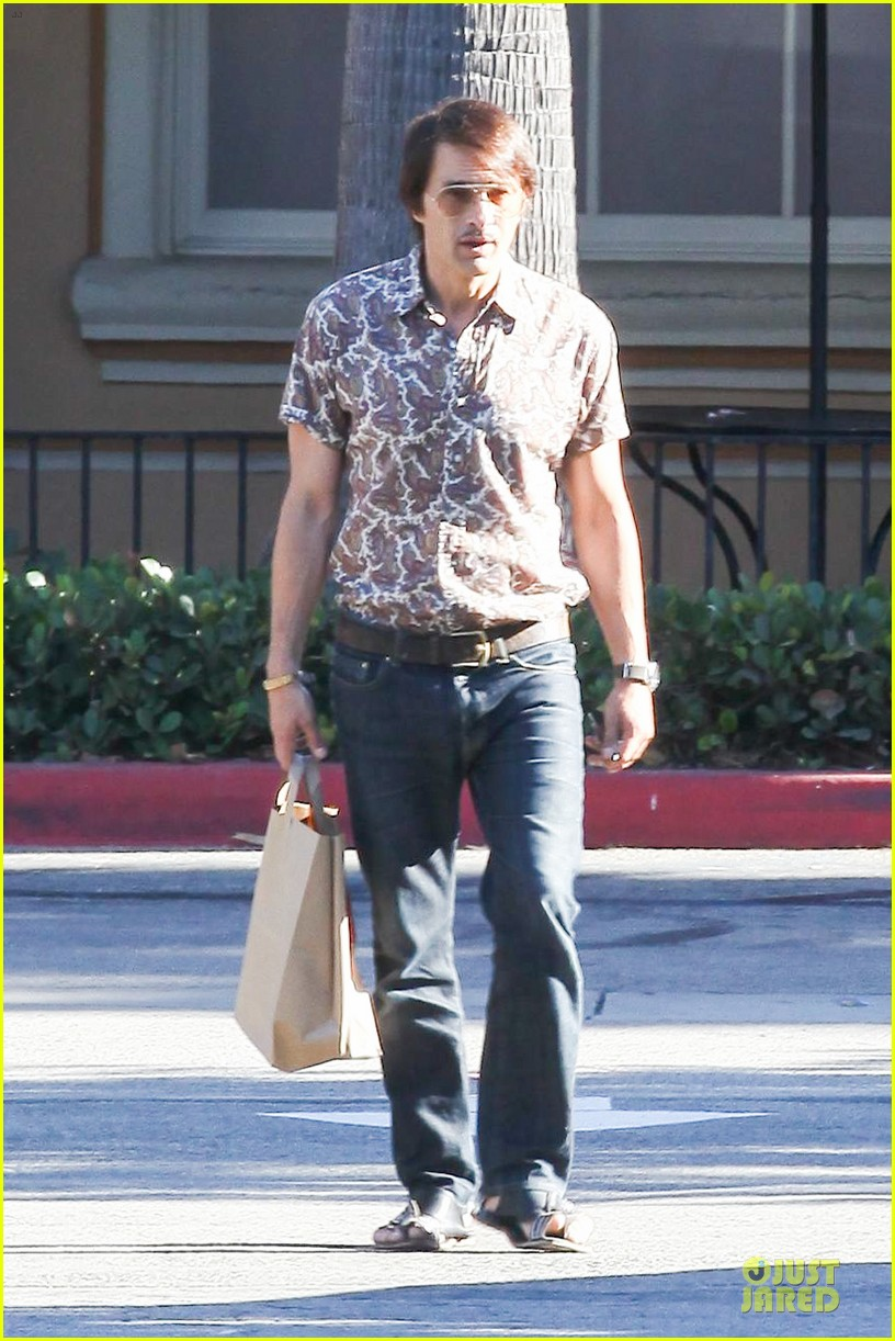 olivier martinez travels back to the 1970s 04