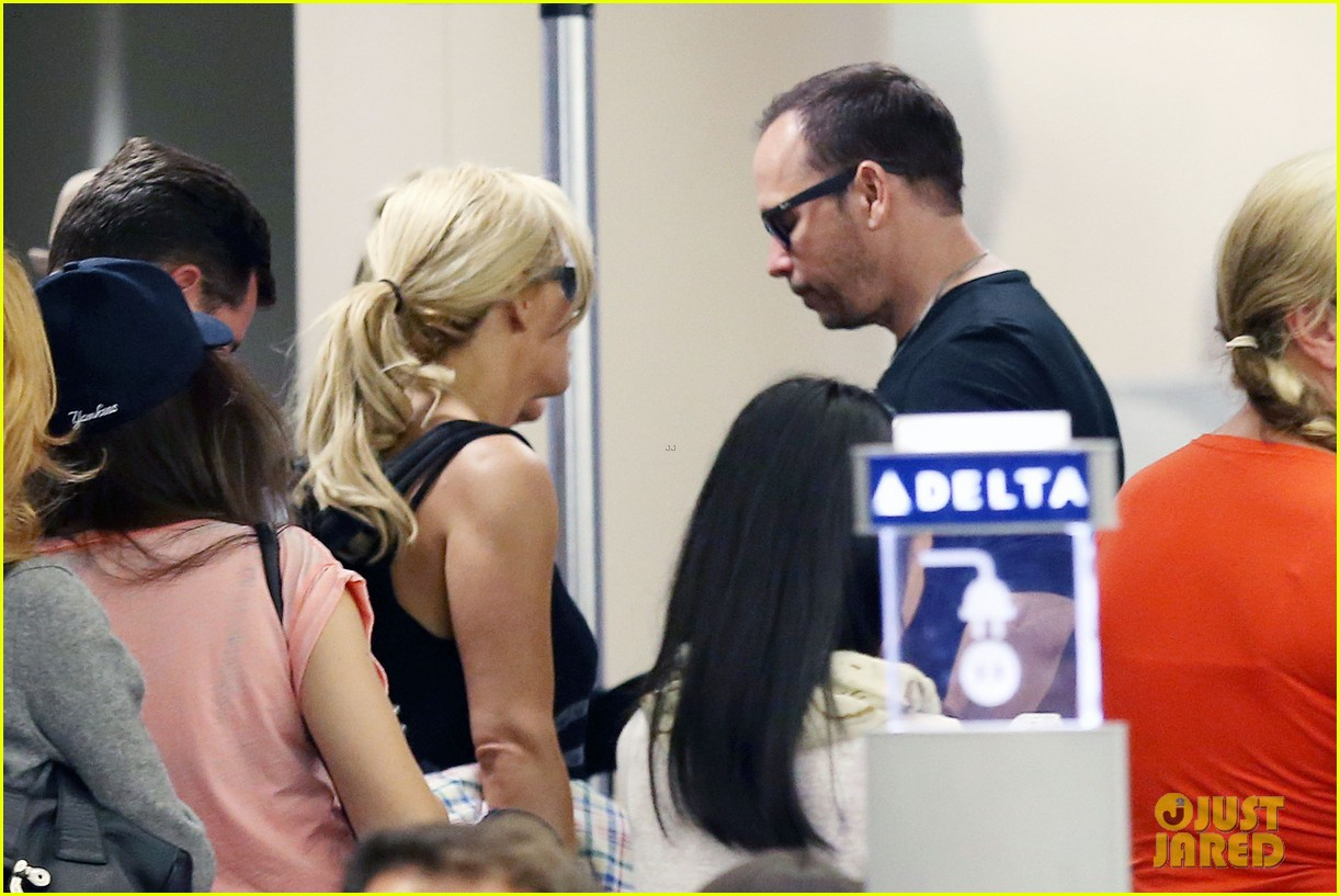 donnie wahlberg celebrates his 45th birthday leans in for a kiss 063178532