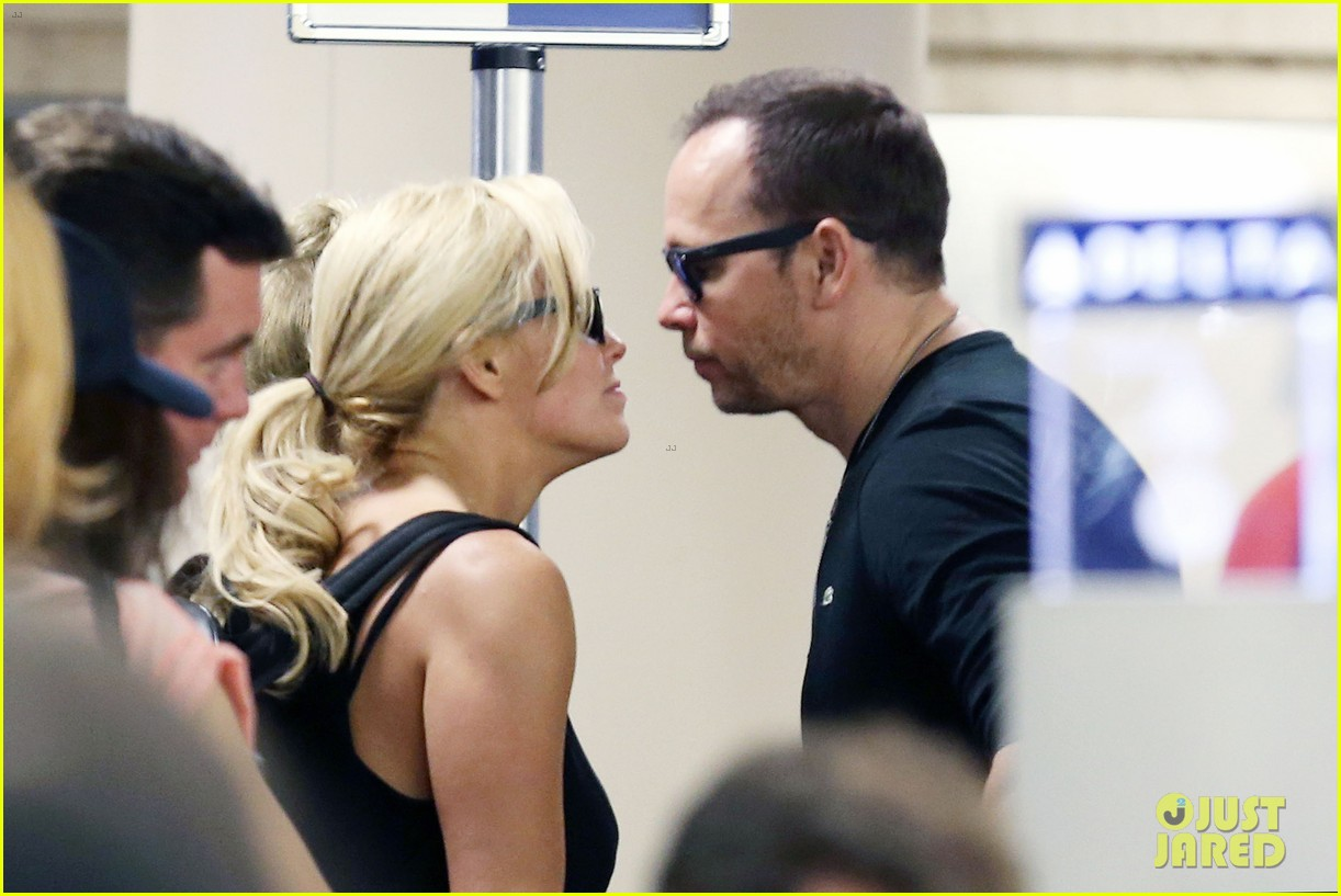 donnie wahlberg celebrates his 45th birthday leans in for a kiss 073178533