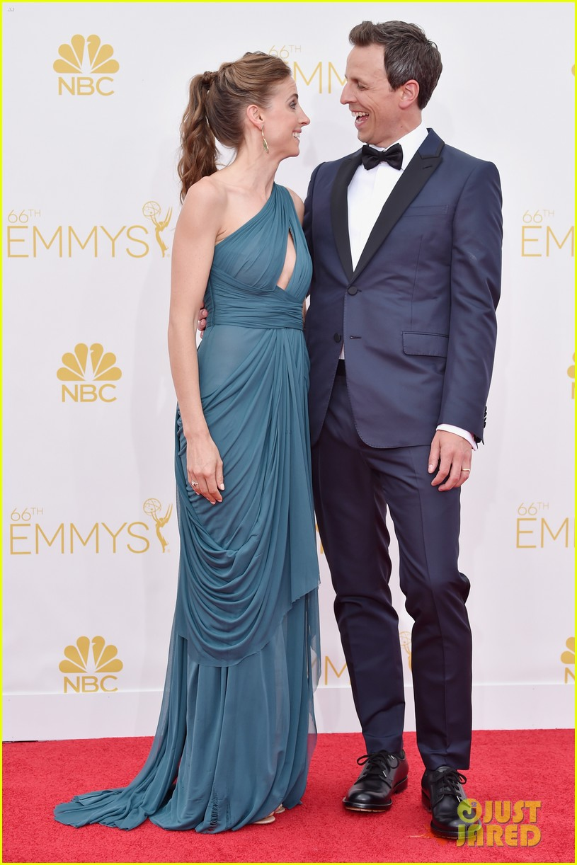 seth meyers hits red carpet before hosting duties emmys 2014 013183667