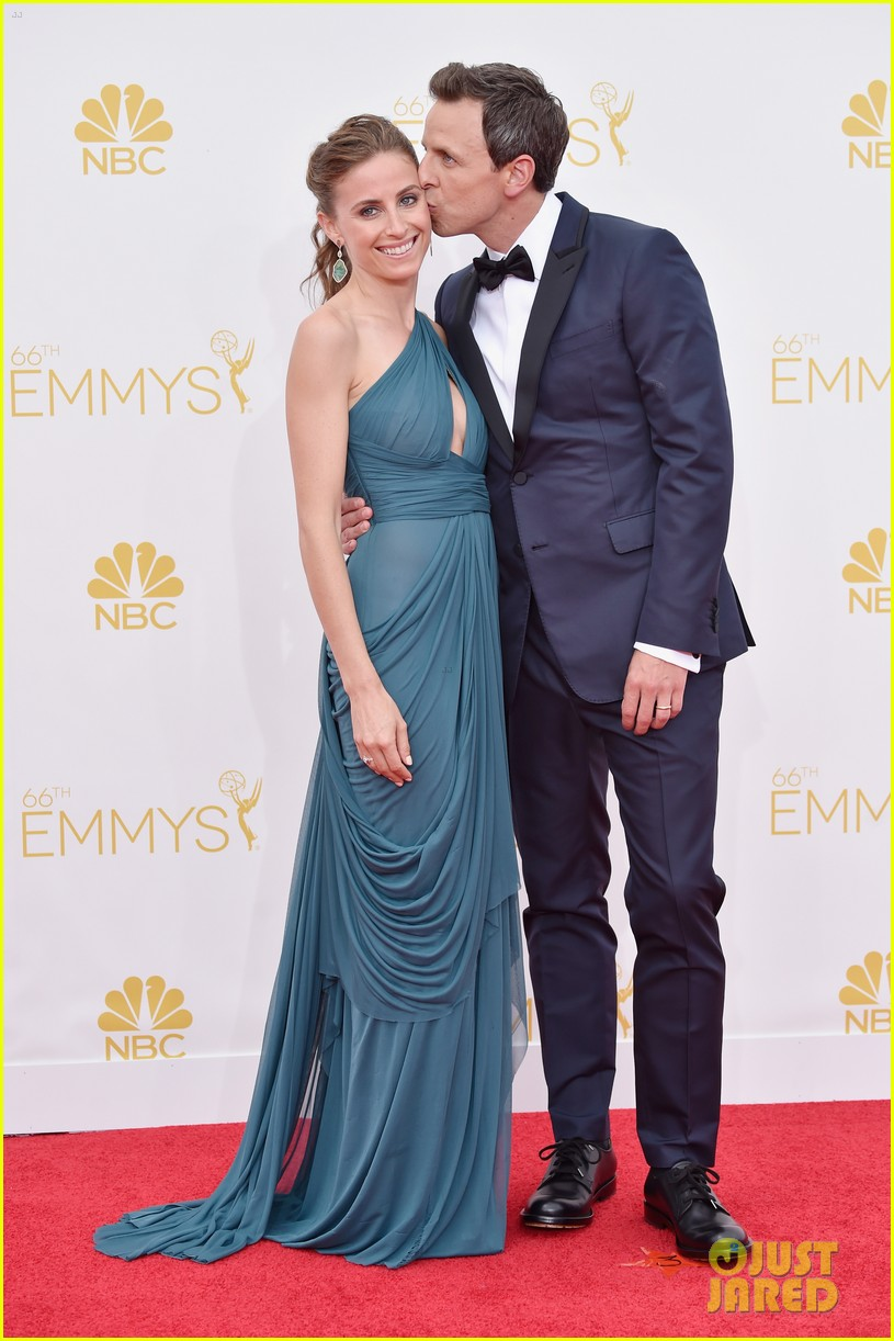 seth meyers hits red carpet before hosting duties emmys 2014 023183668
