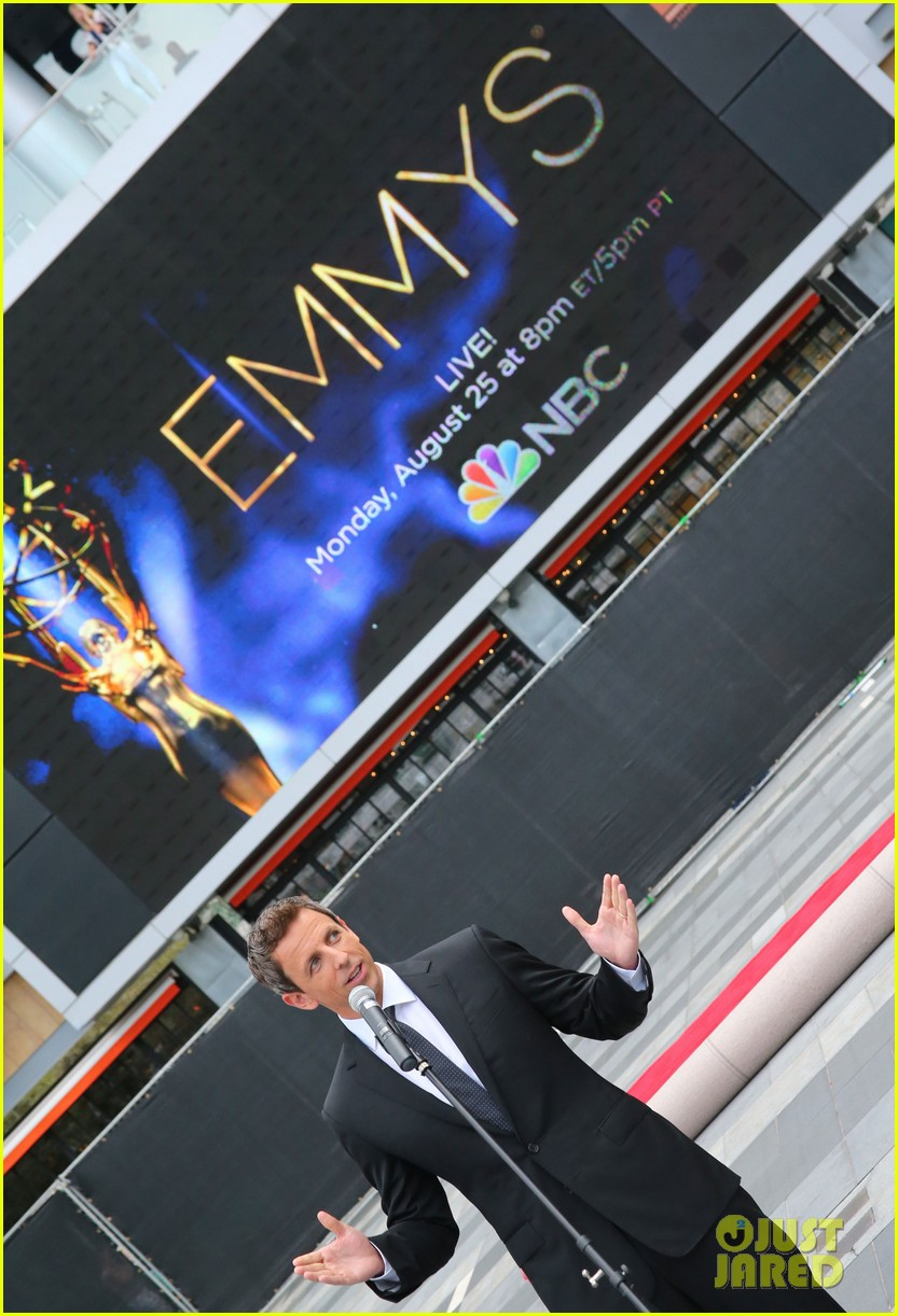 seth meyers rolls out the emmy awards red carpet 023179801