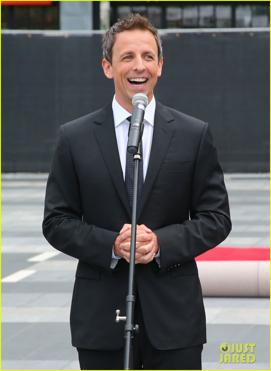 seth meyers rolls out the emmy awards red carpet 04