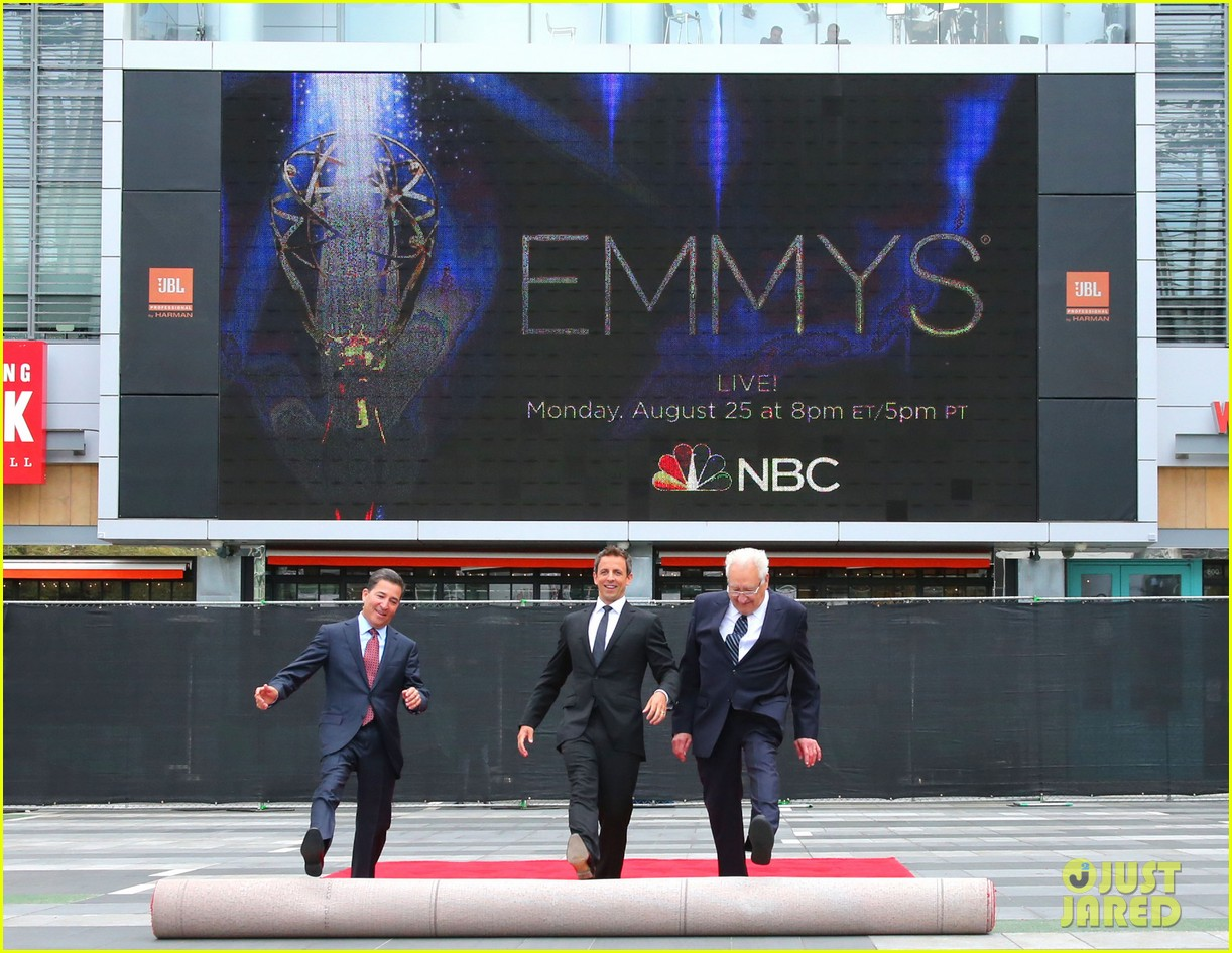 seth meyers rolls out the emmy awards red carpet 063179805