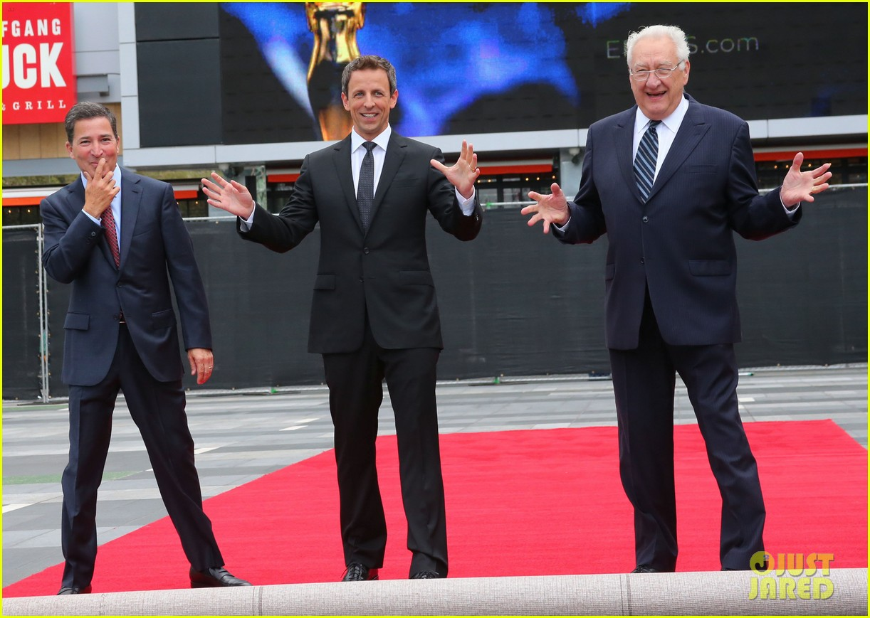 seth meyers rolls out the emmy awards red carpet 083179807