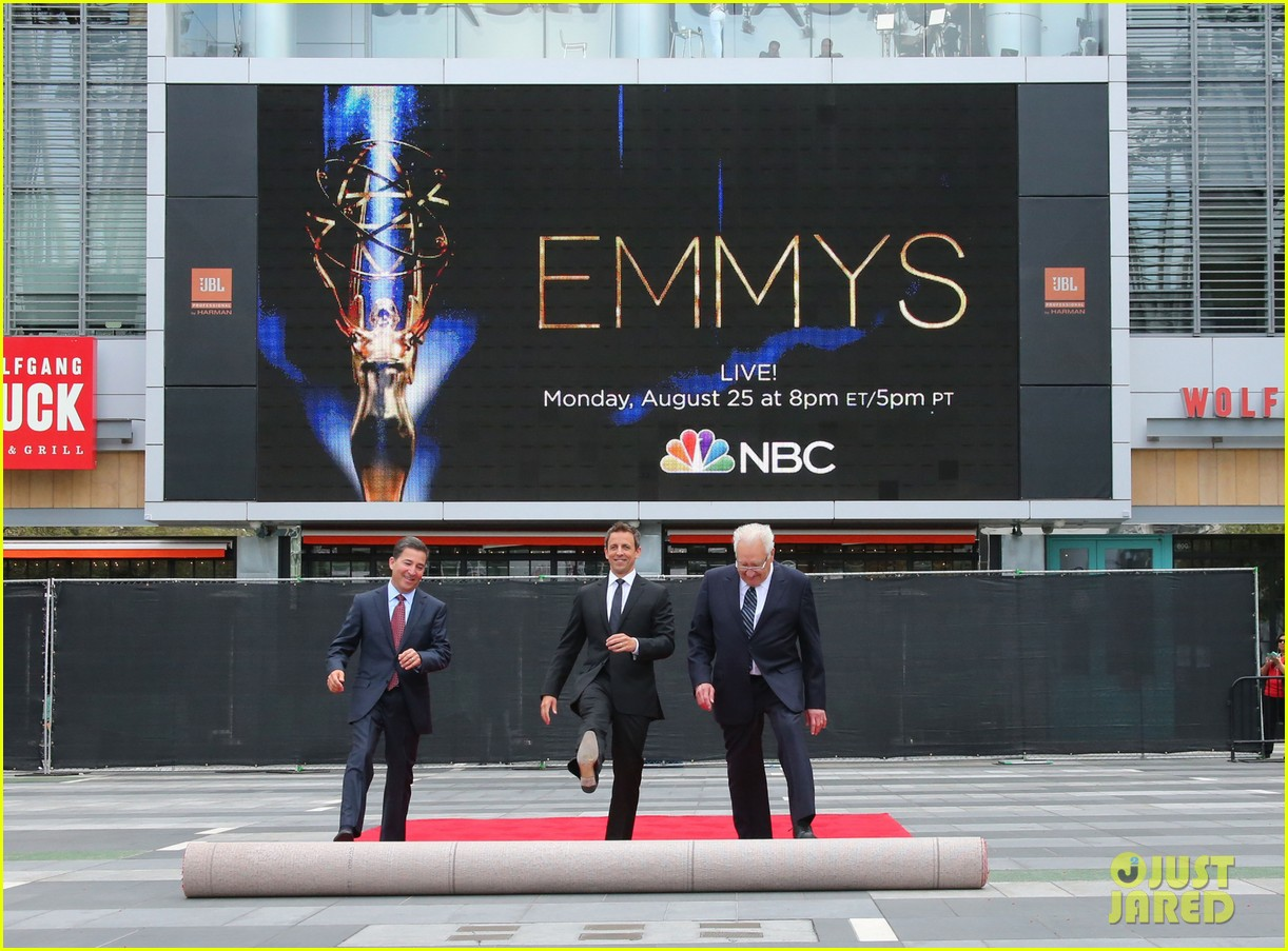 seth meyers rolls out the emmy awards red carpet 113179810