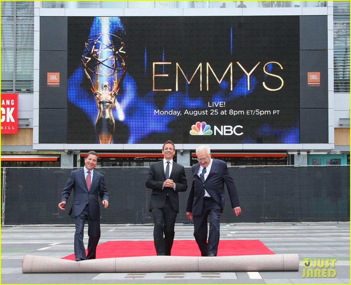seth meyers rolls out the emmy awards red carpet 133179812