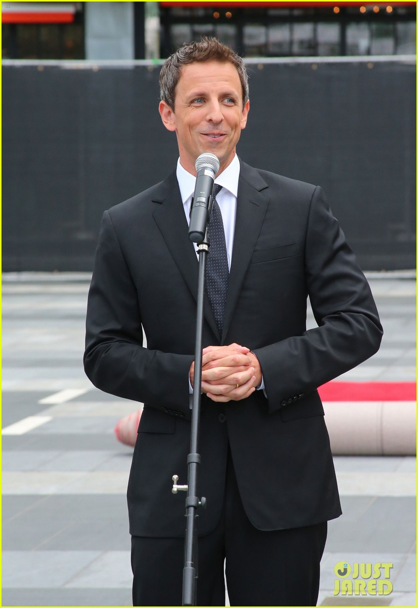 seth meyers rolls out the emmy awards red carpet 173179816