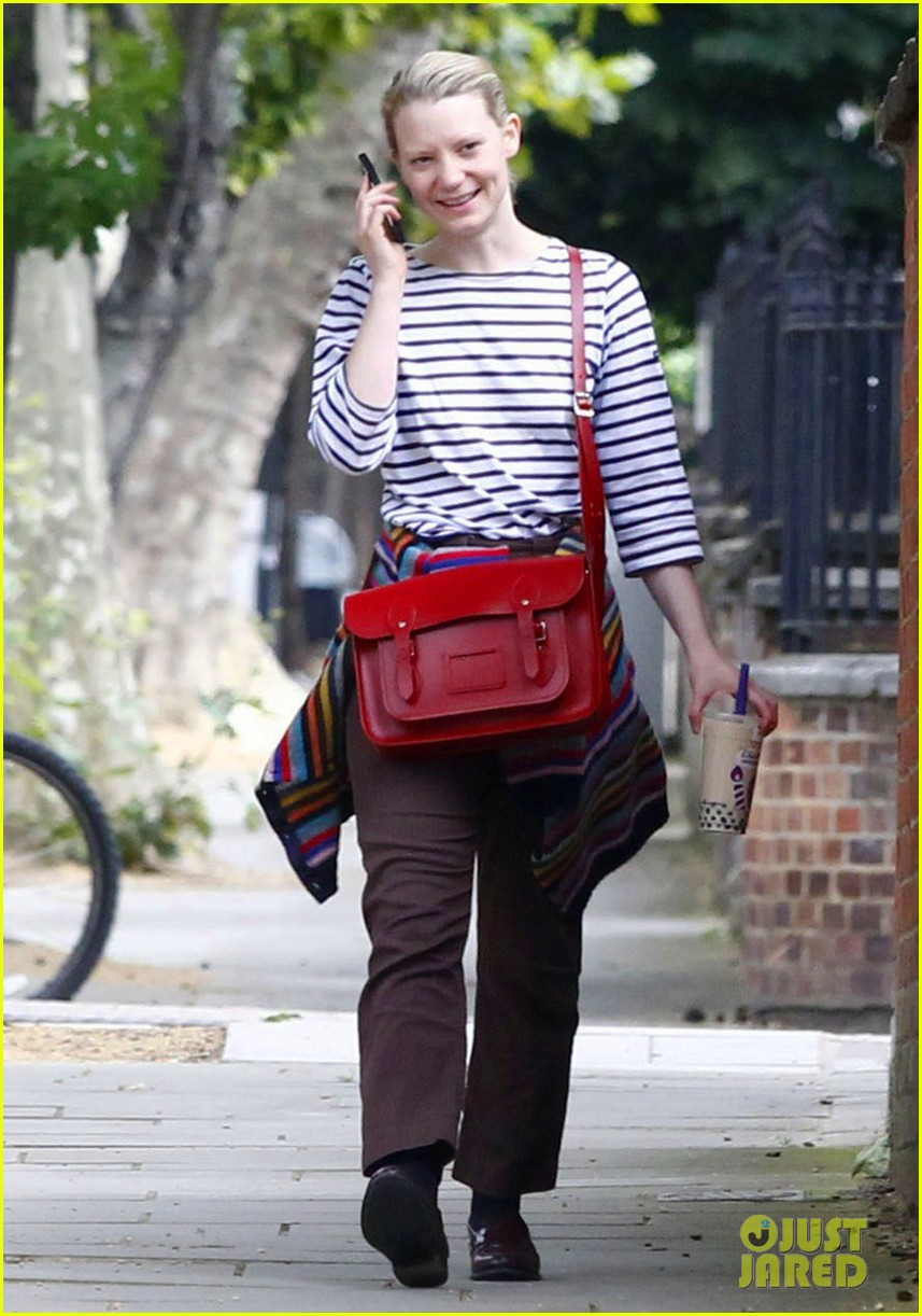 mia wasikowska funny phone call london coffee 013184729