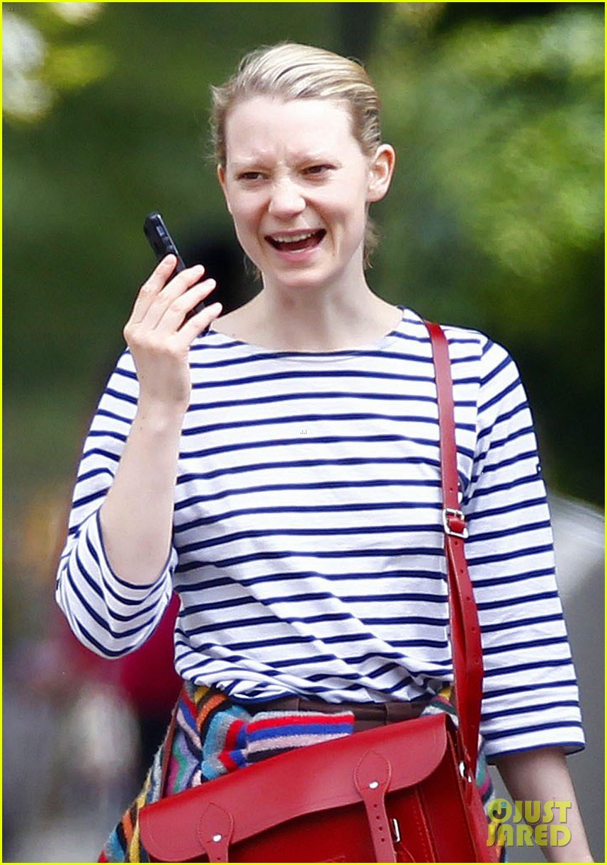 mia wasikowska funny phone call london coffee 023184730