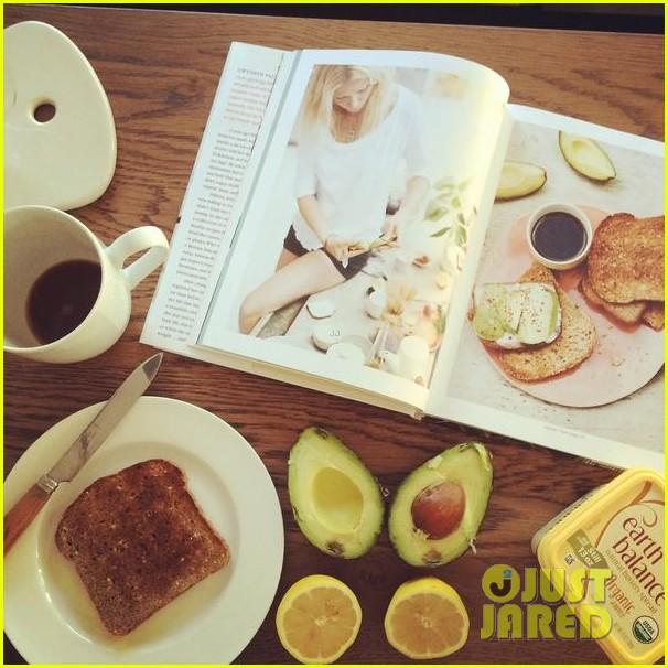 lea michele gets breakfast with a little help from gwyneth paltrow 023178285