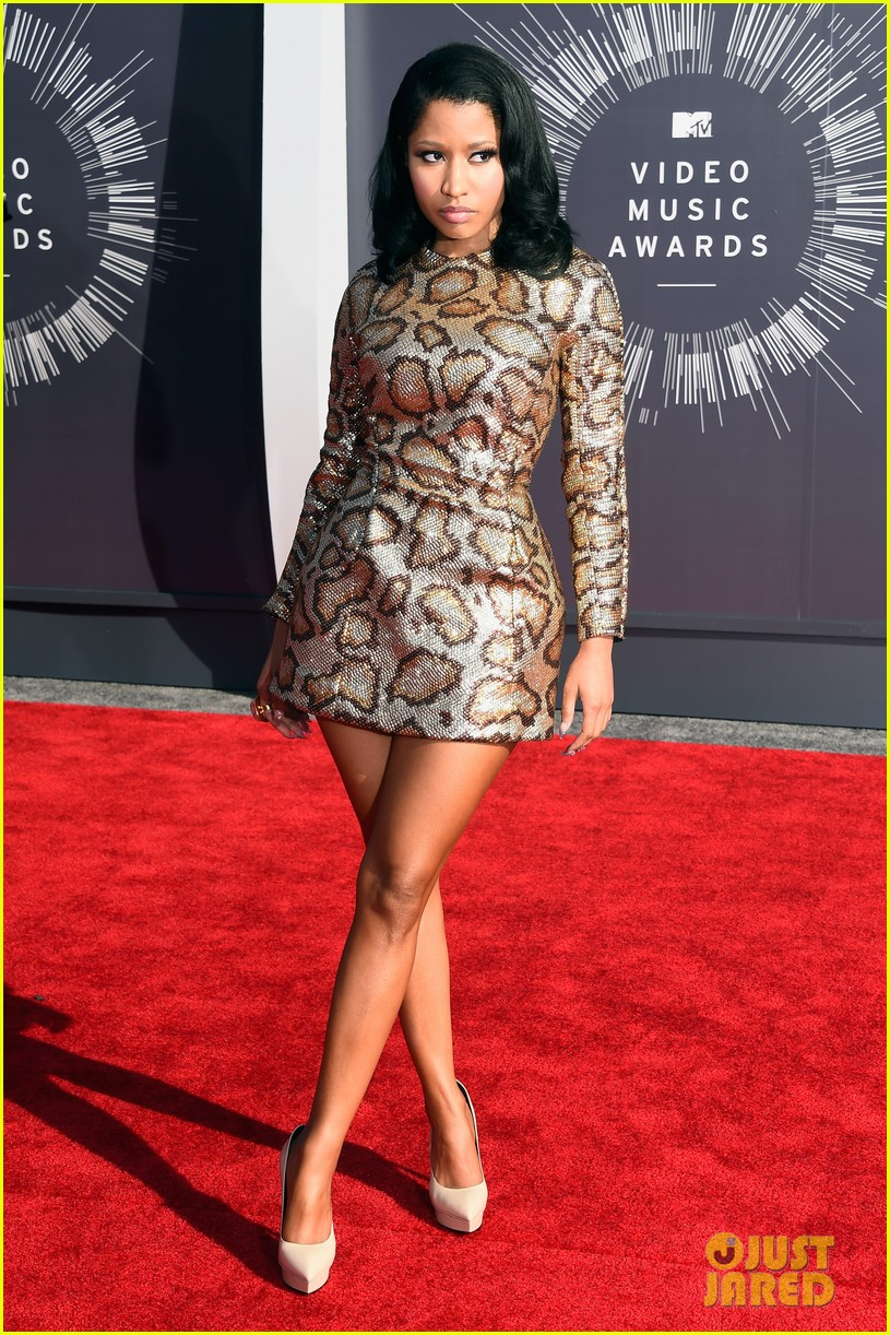 nicki minaj channels her inner anaconda at mtv vmas 2014 01