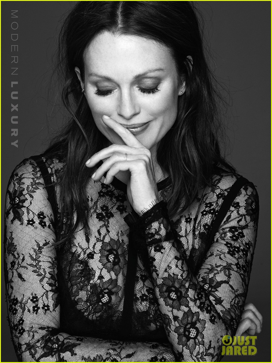 julianne moore gets sexy for beach magazine 053178370