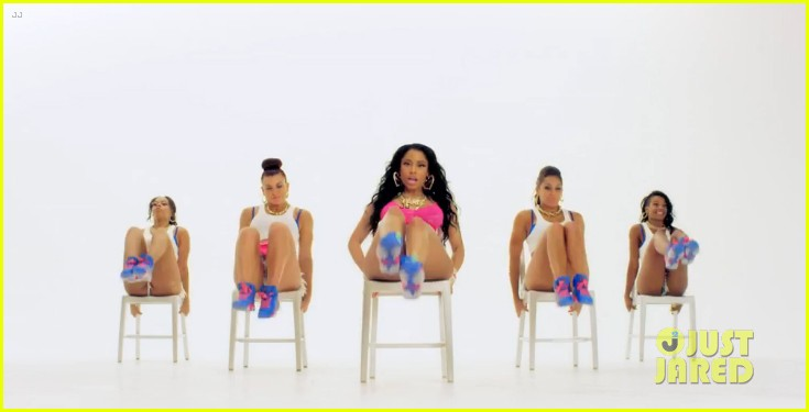 nicki minaj gives lap dance to drake 043179391