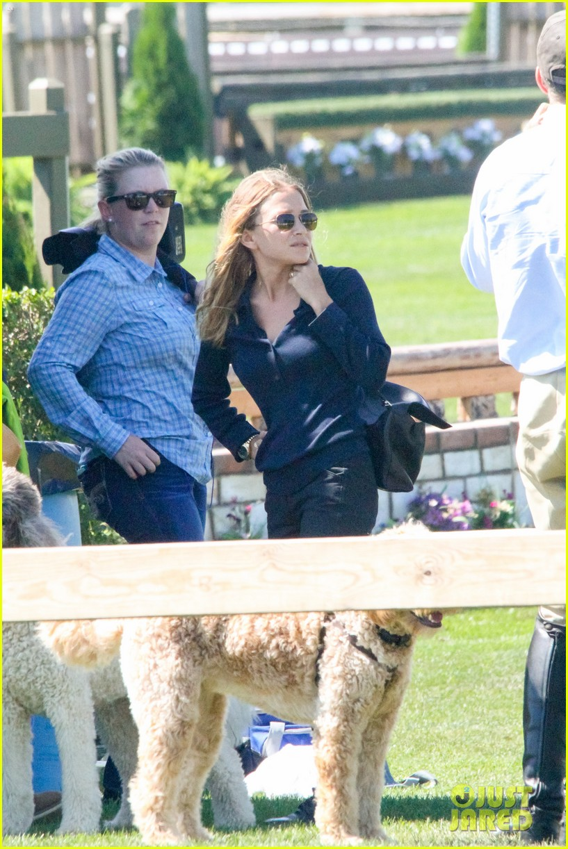 ashley olsen mary kate olsen hamptons trip 063185300