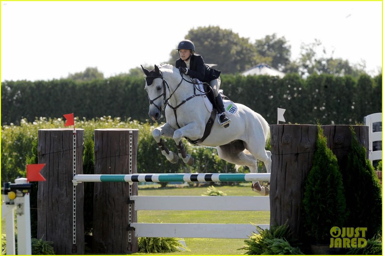 mary kate olsen horseback riding 023185718