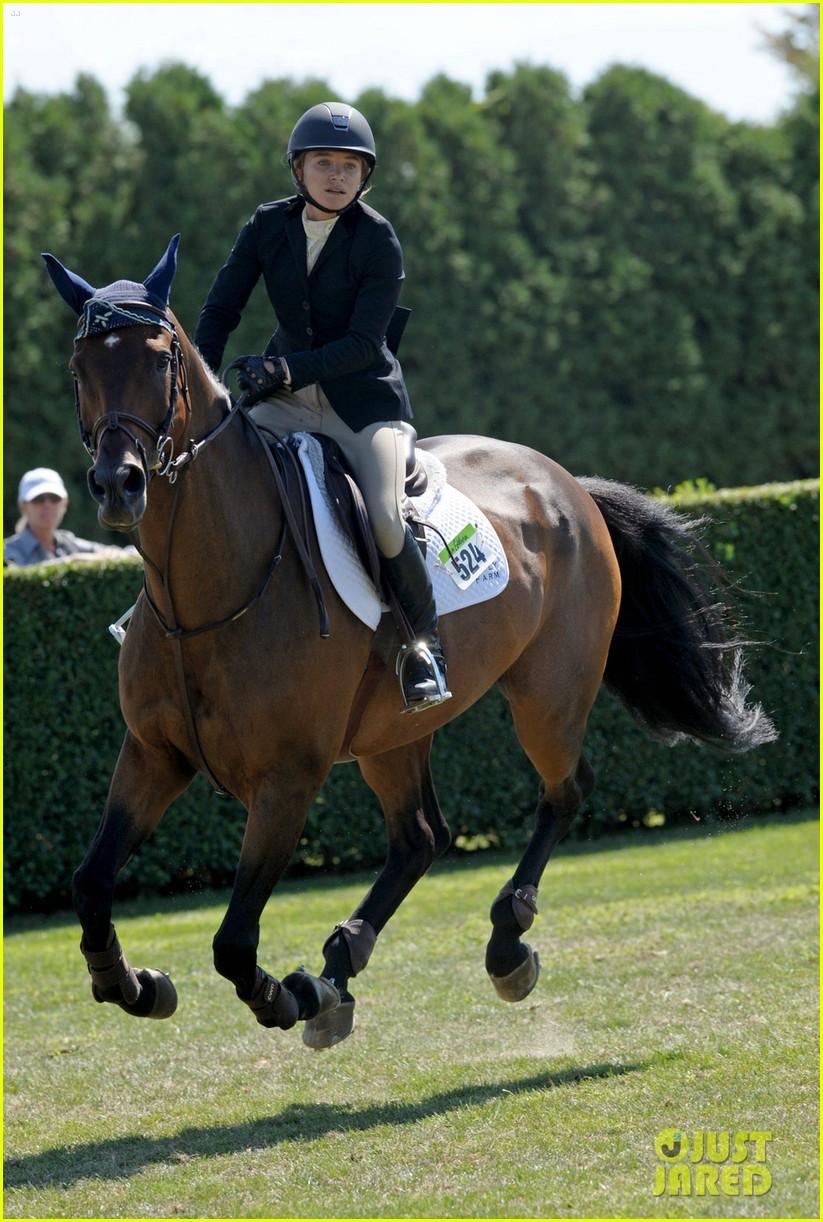 mary kate olsen horseback riding 033185719