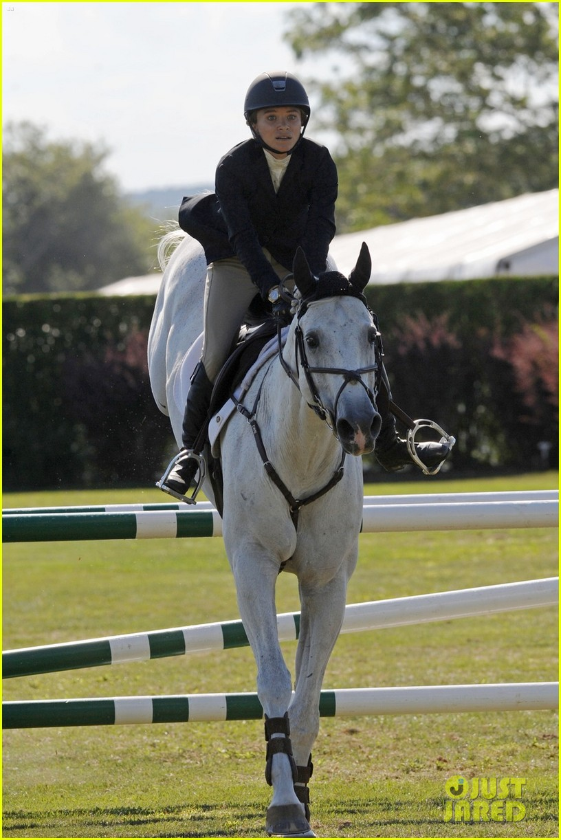 mary kate olsen horseback riding 053185721