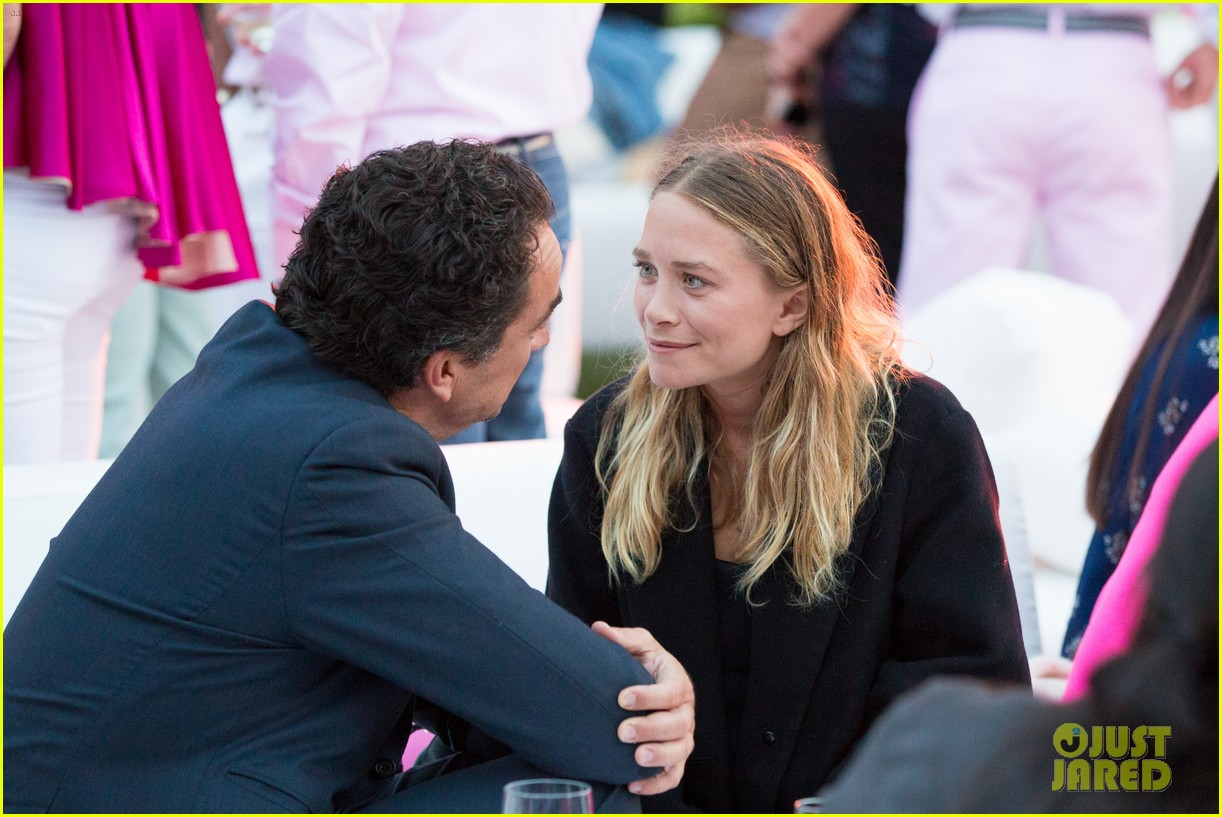 mary kate ashley olsen party pink hamptons 08