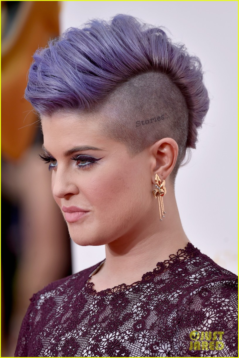 kelly osbourne giuliana rancic emmy red carpet 053183194