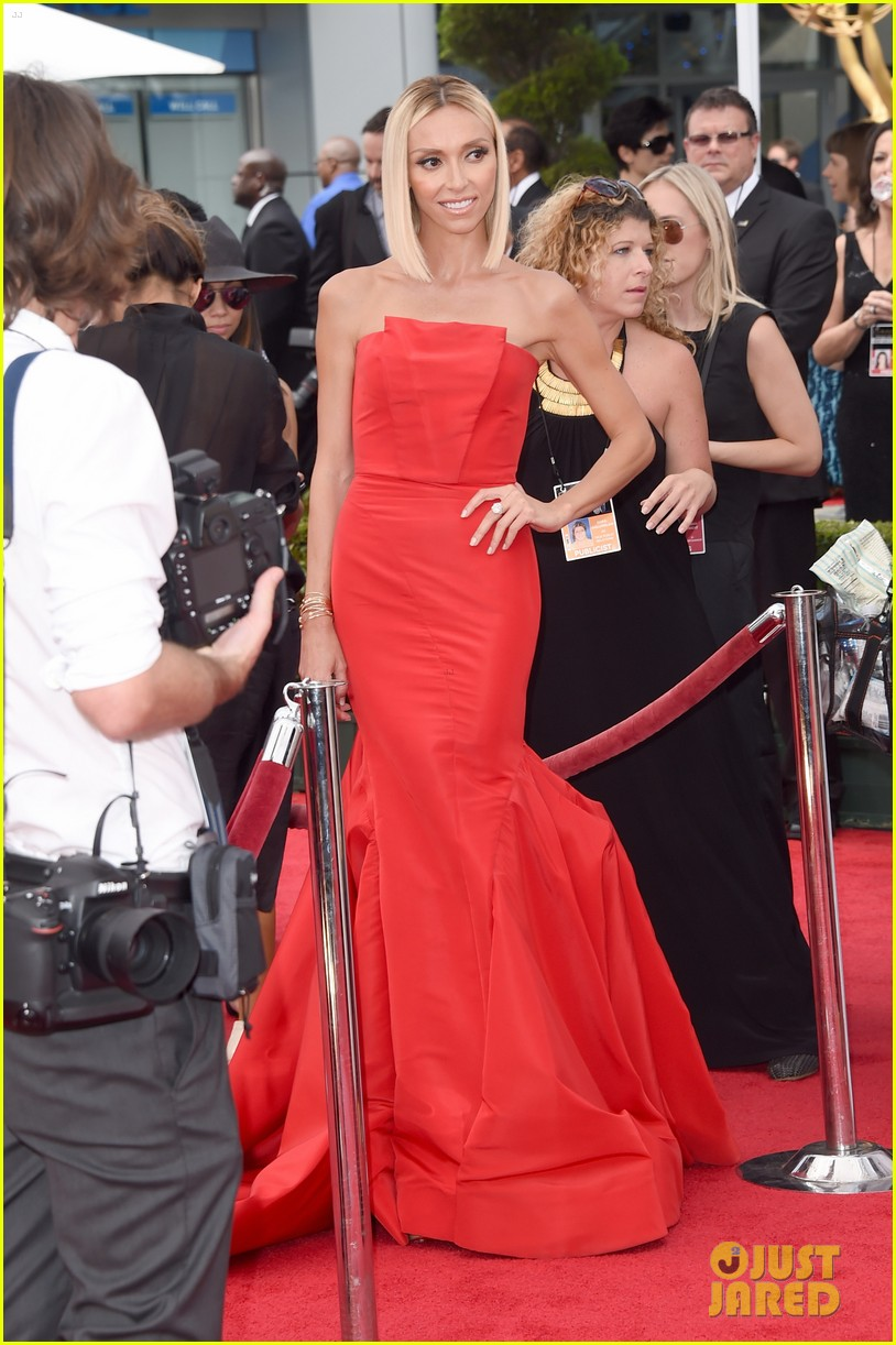 kelly osbourne giuliana rancic emmy red carpet 063183195