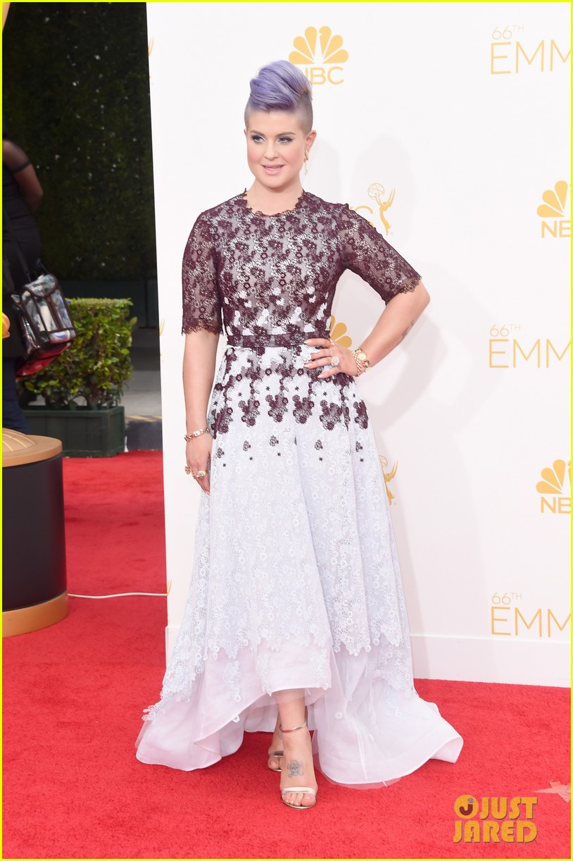 kelly osbourne giuliana rancic emmy red carpet 123183201