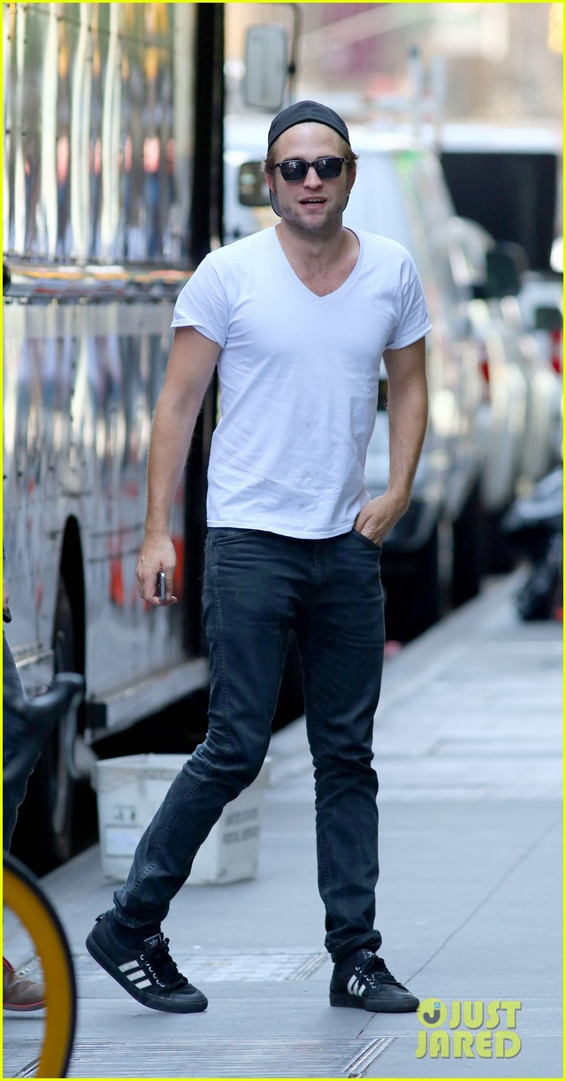 robert pattinson hangs out with tom sturridge 053183098