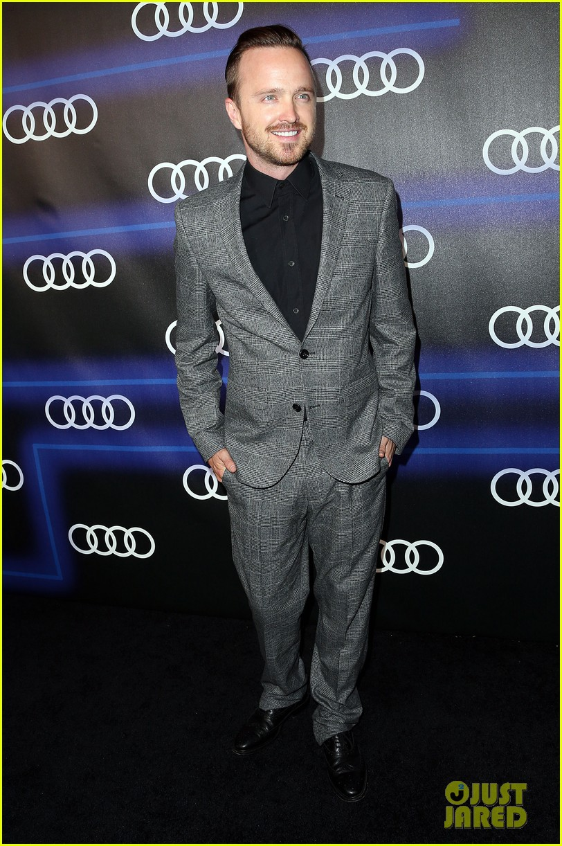aaron paul set up a breaking bad scavanger hunt before emmys 2014 103180833