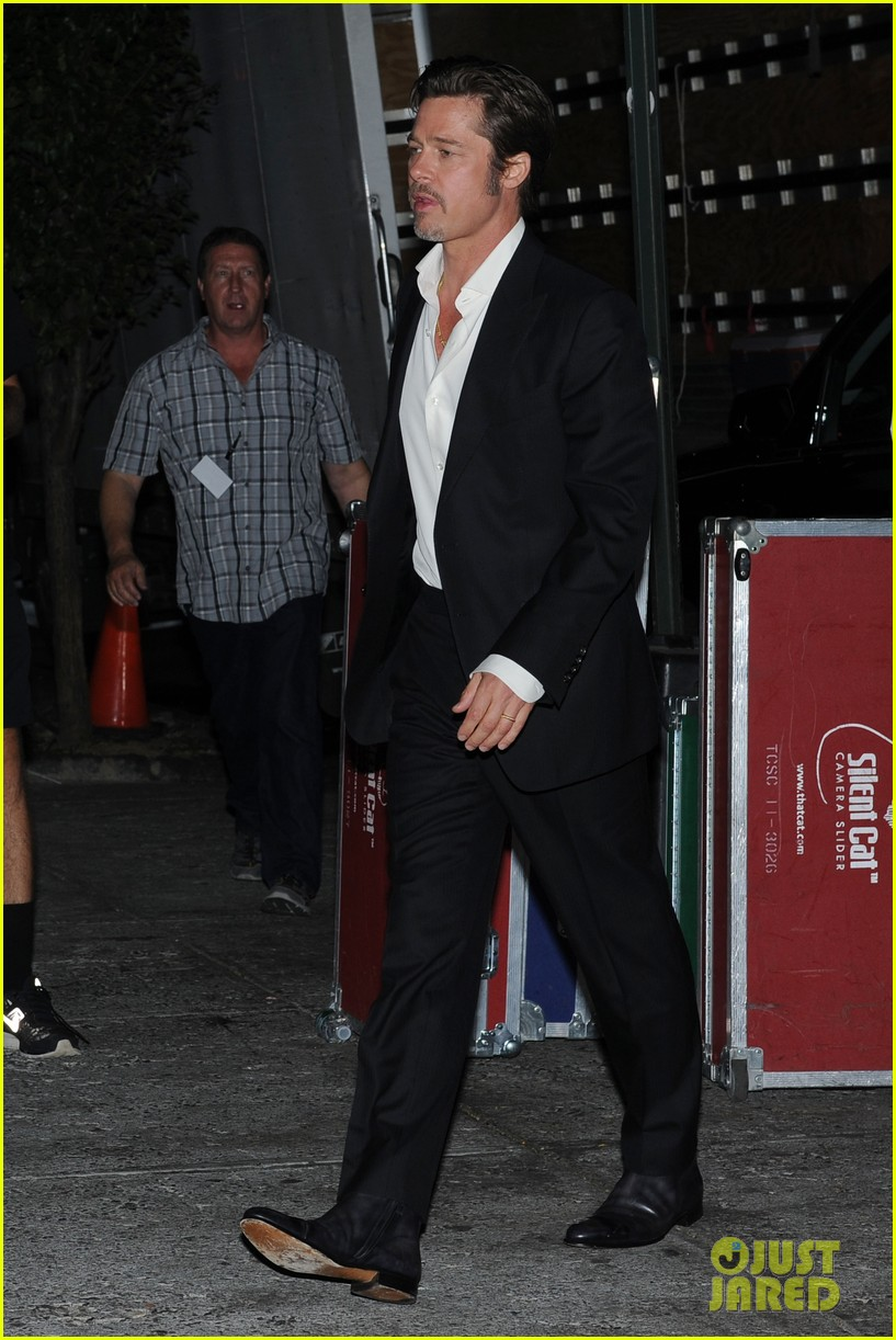 brad pitt suits up shows off wedding ring 013186891