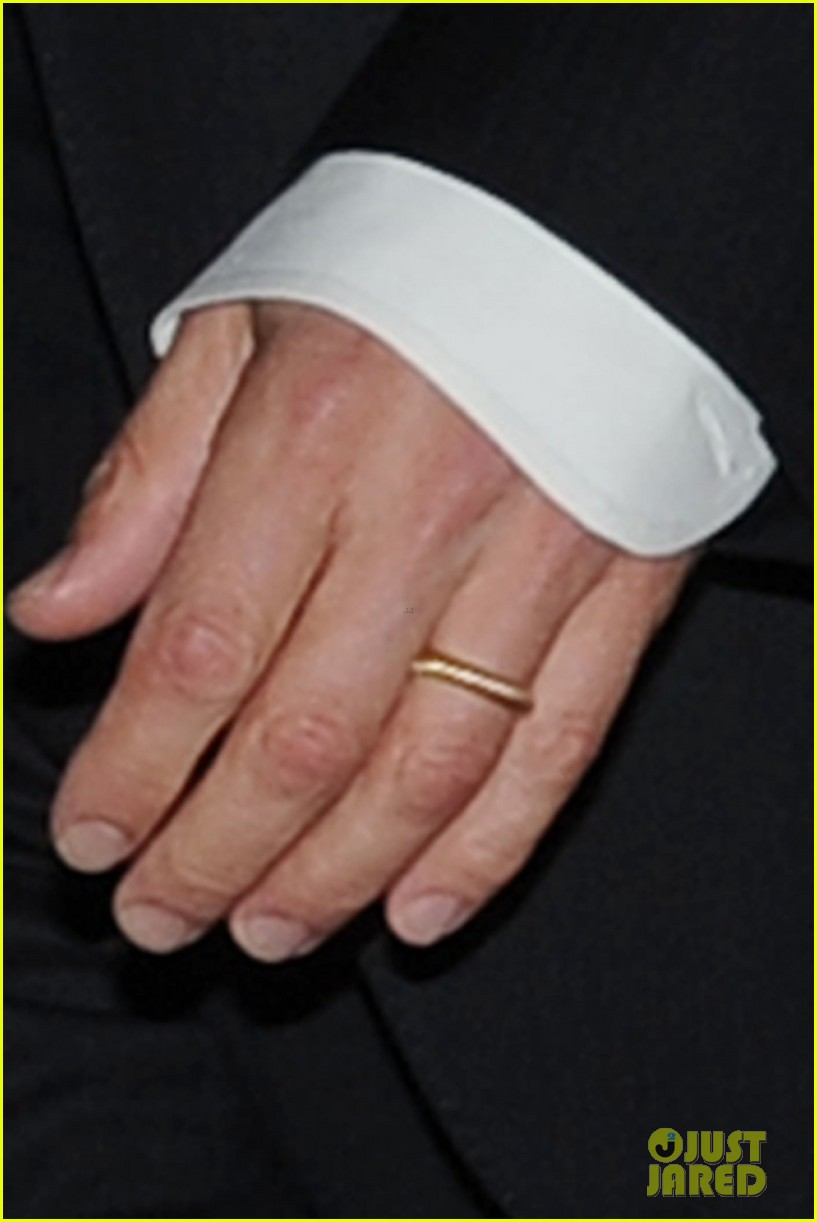 brad pitt suits up shows off wedding ring 023186892
