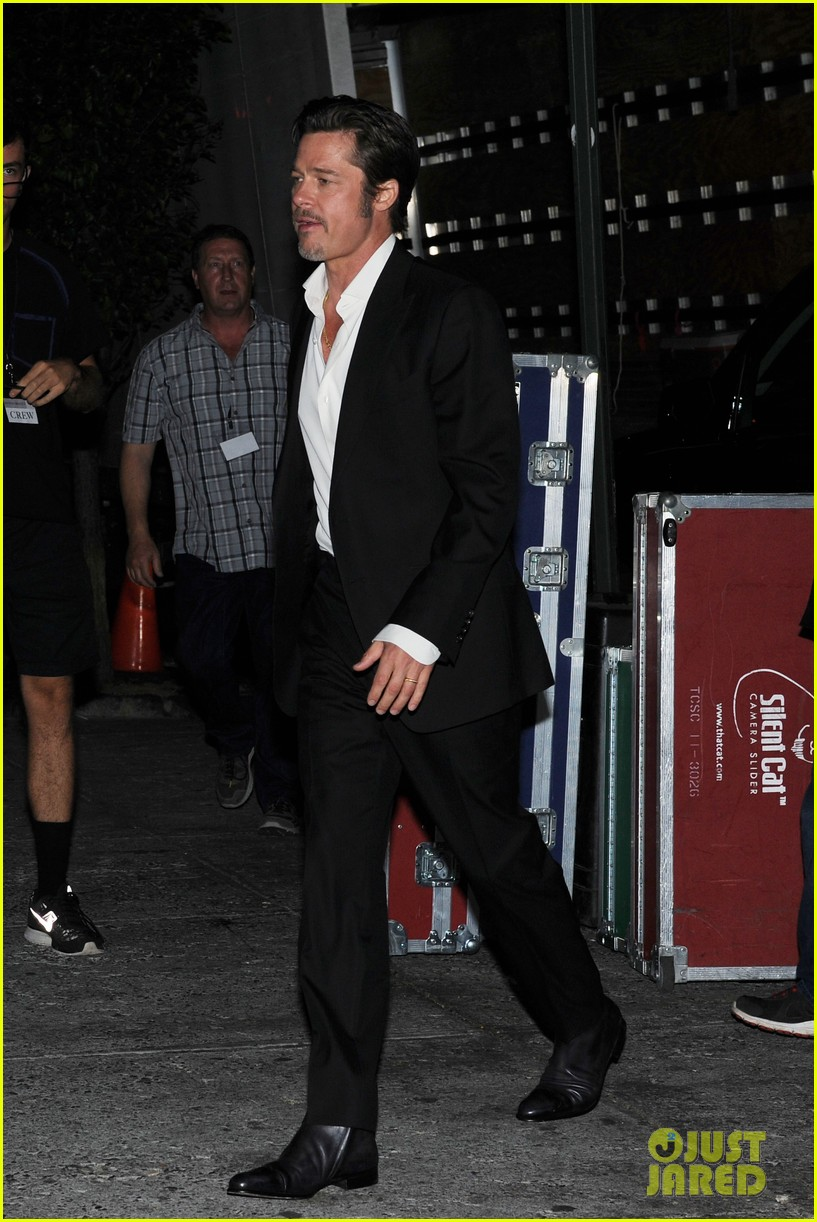 brad pitt suits up shows off wedding ring 053186895