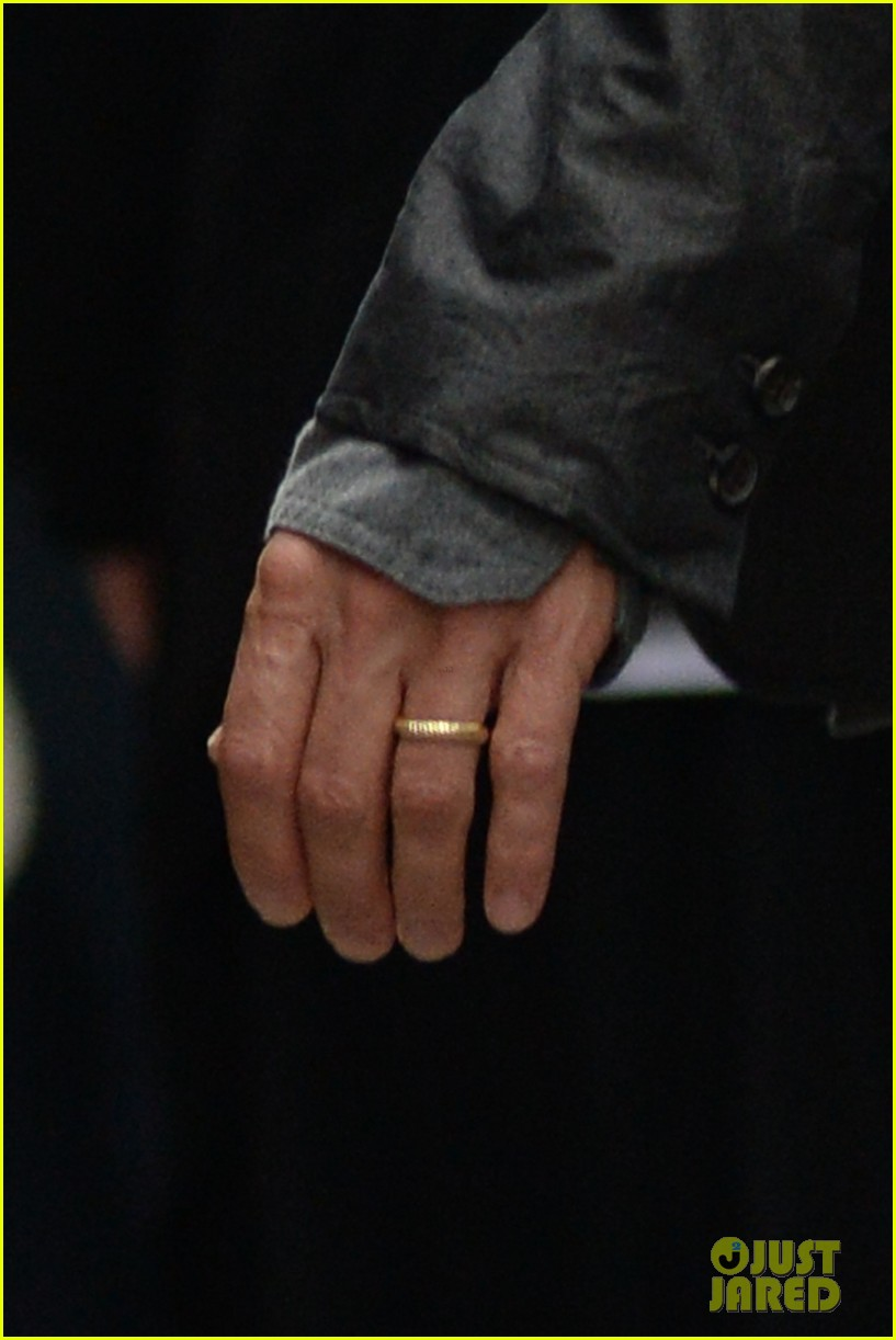 brad pitt suits up shows off wedding ring 083186898