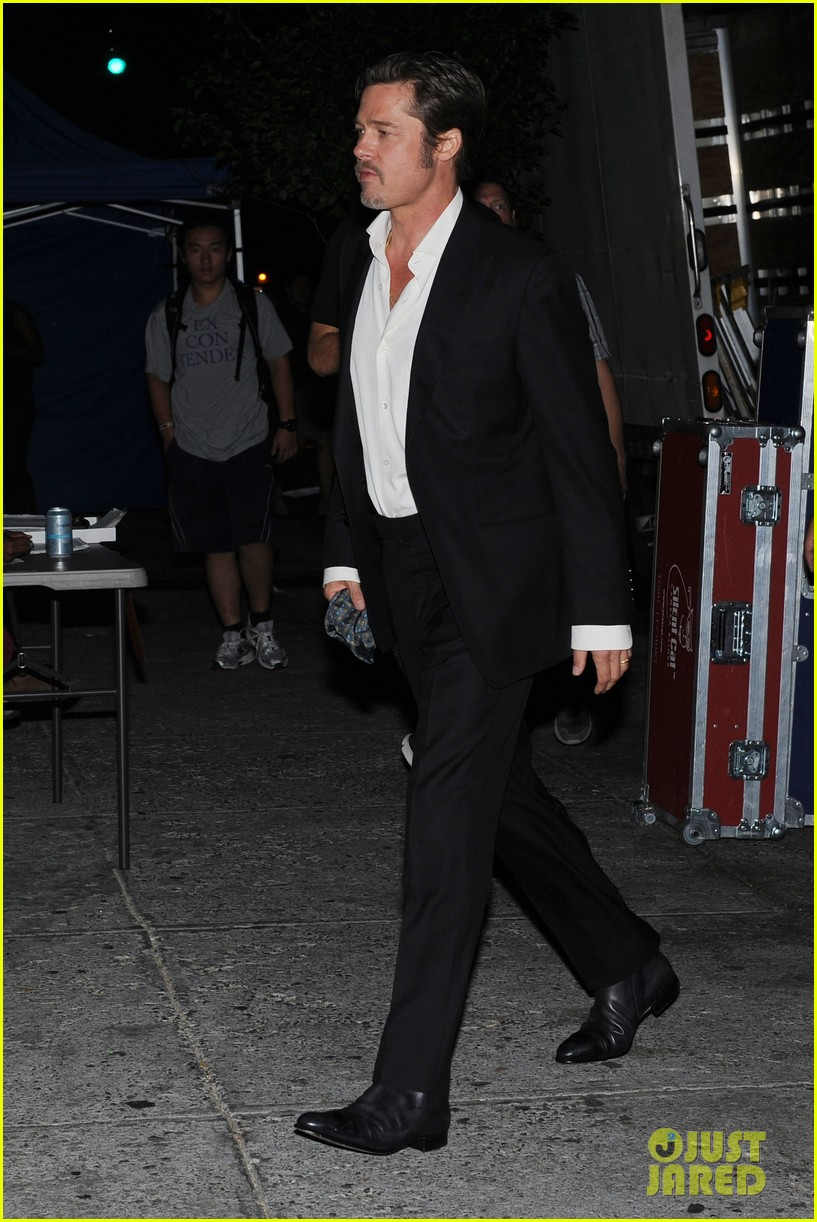 brad pitt suits up shows off wedding ring 133186903